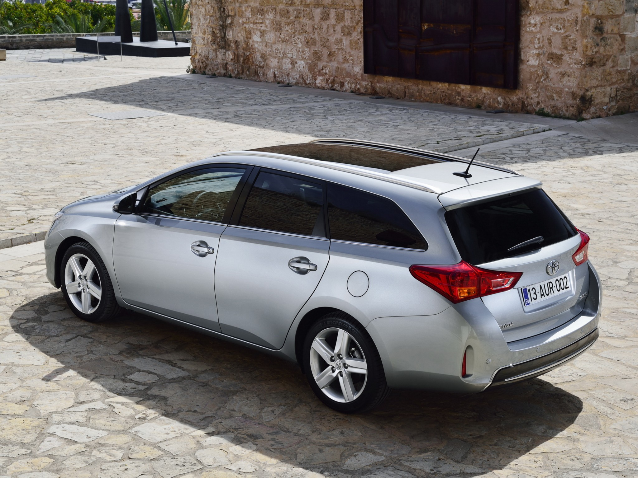 toyota auris touring 2013 2014 2015 2016 2017 autoevolution. Black Bedroom Furniture Sets. Home Design Ideas