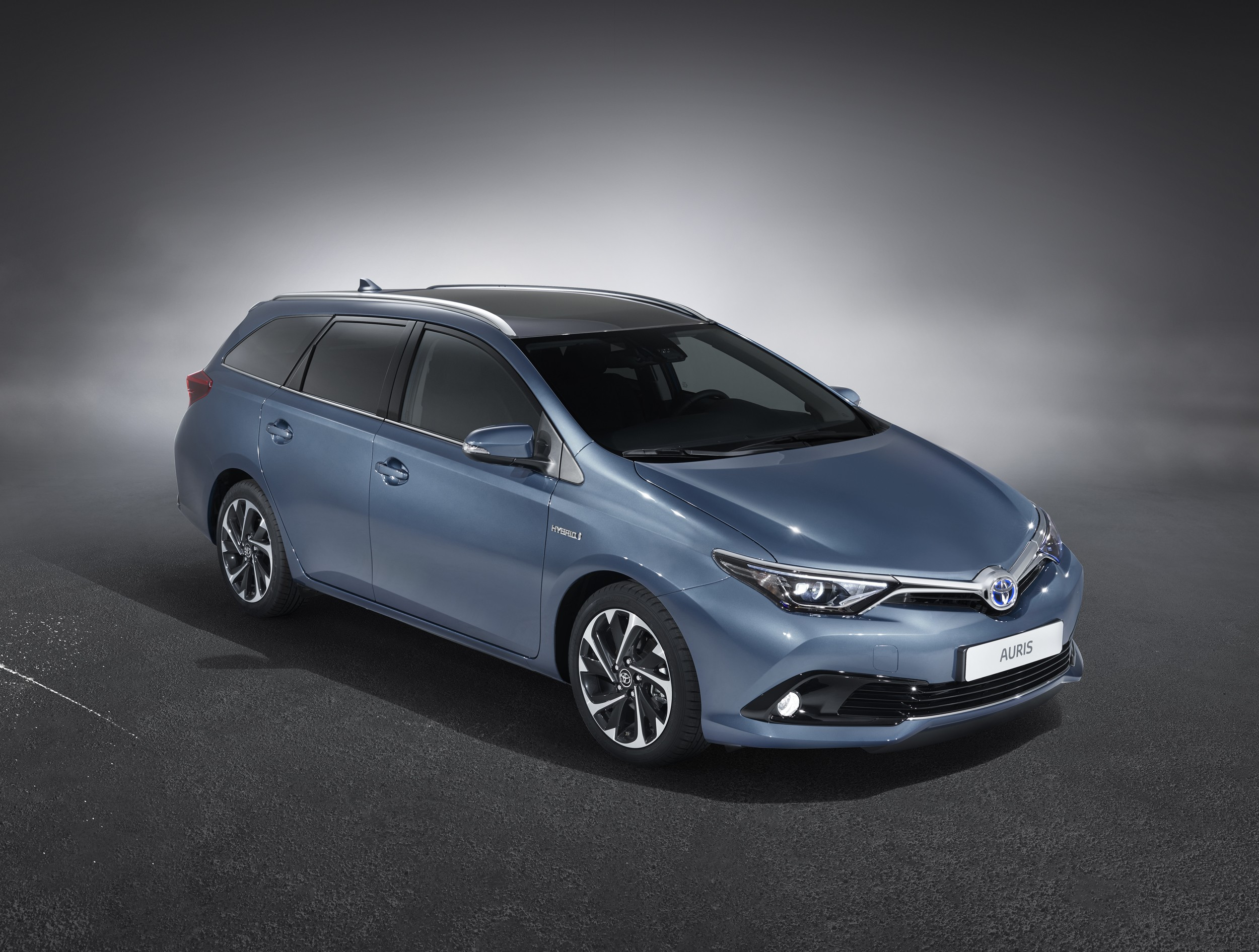 toyota auris touring specs photos 2013 2014 2015 autoevolution. Black Bedroom Furniture Sets. Home Design Ideas