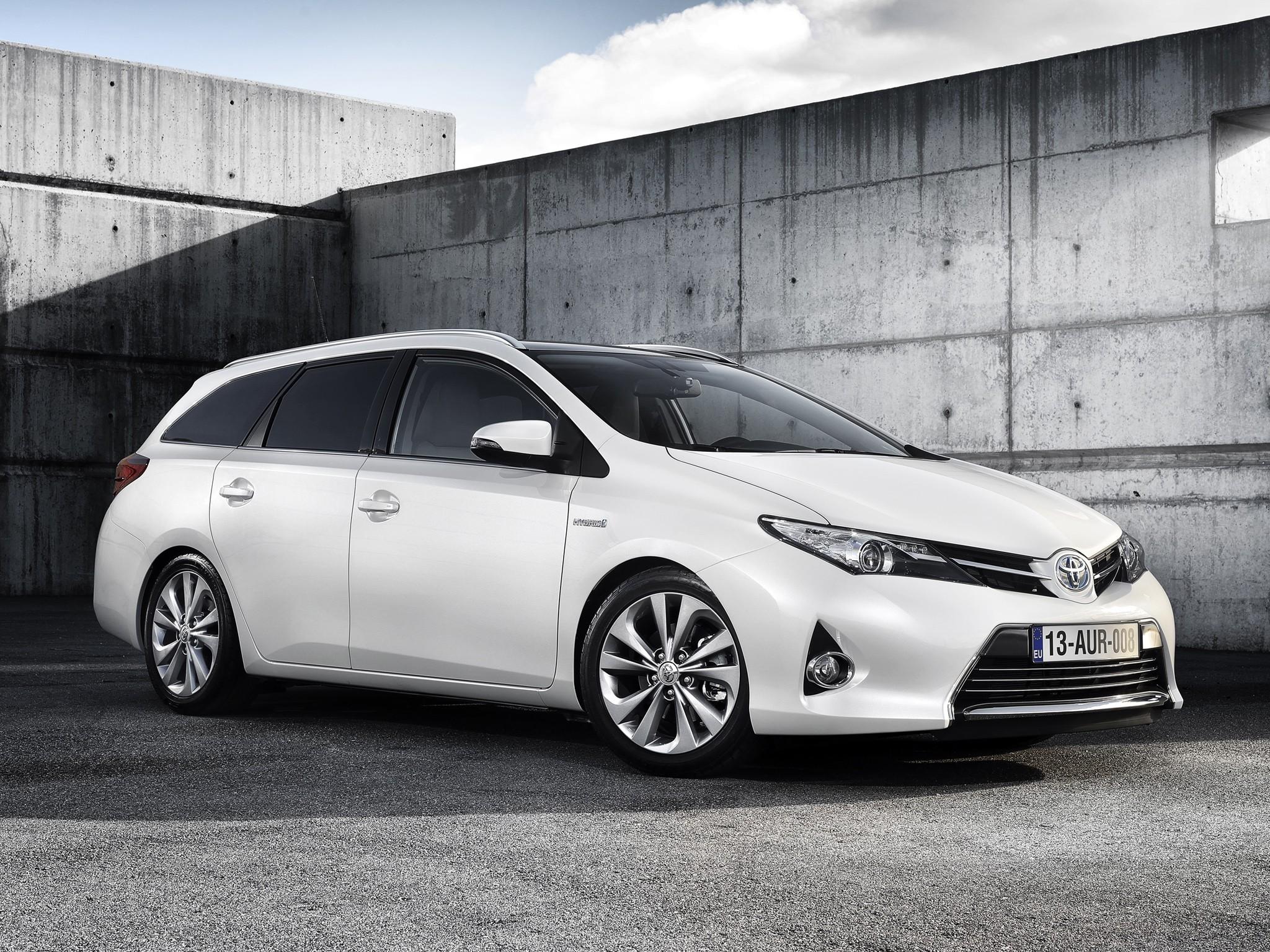 Toyota Auris Touring Specs - 2013  2014  2015