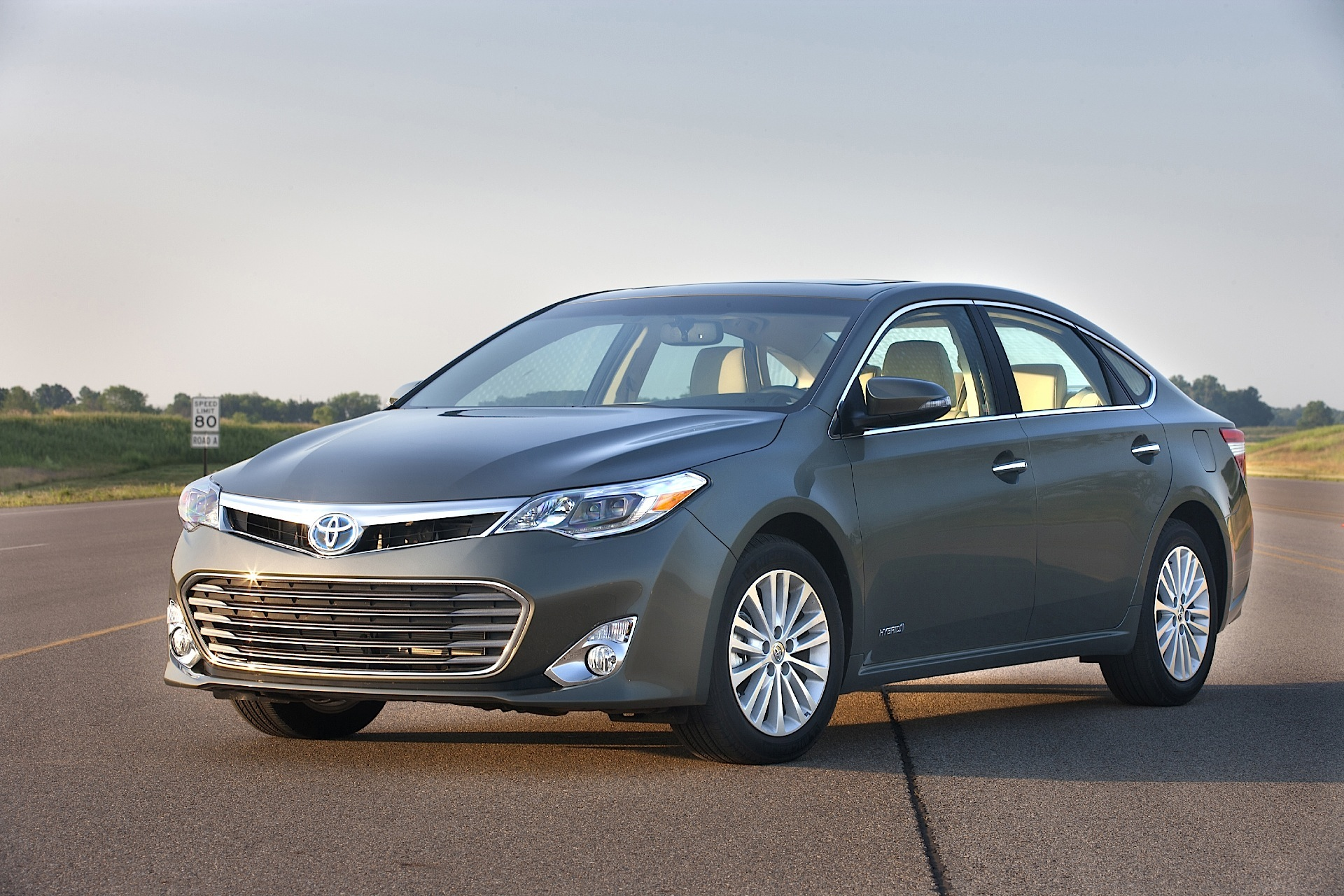 toyota avalon specs 2012 2013 2014 2015 autoevolution. Black Bedroom Furniture Sets. Home Design Ideas