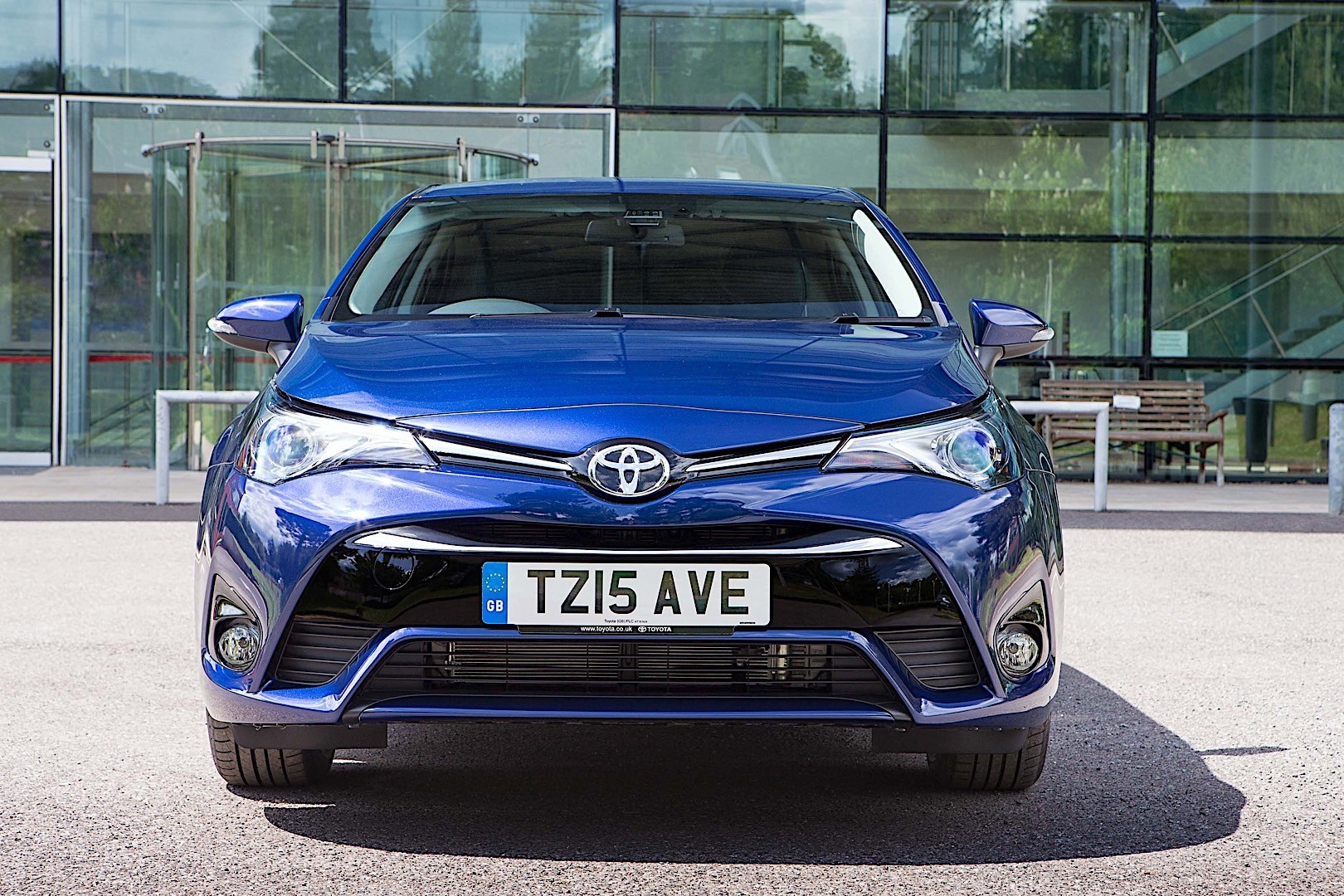 avensis toyota saloon exterior autoevolution present dimensions