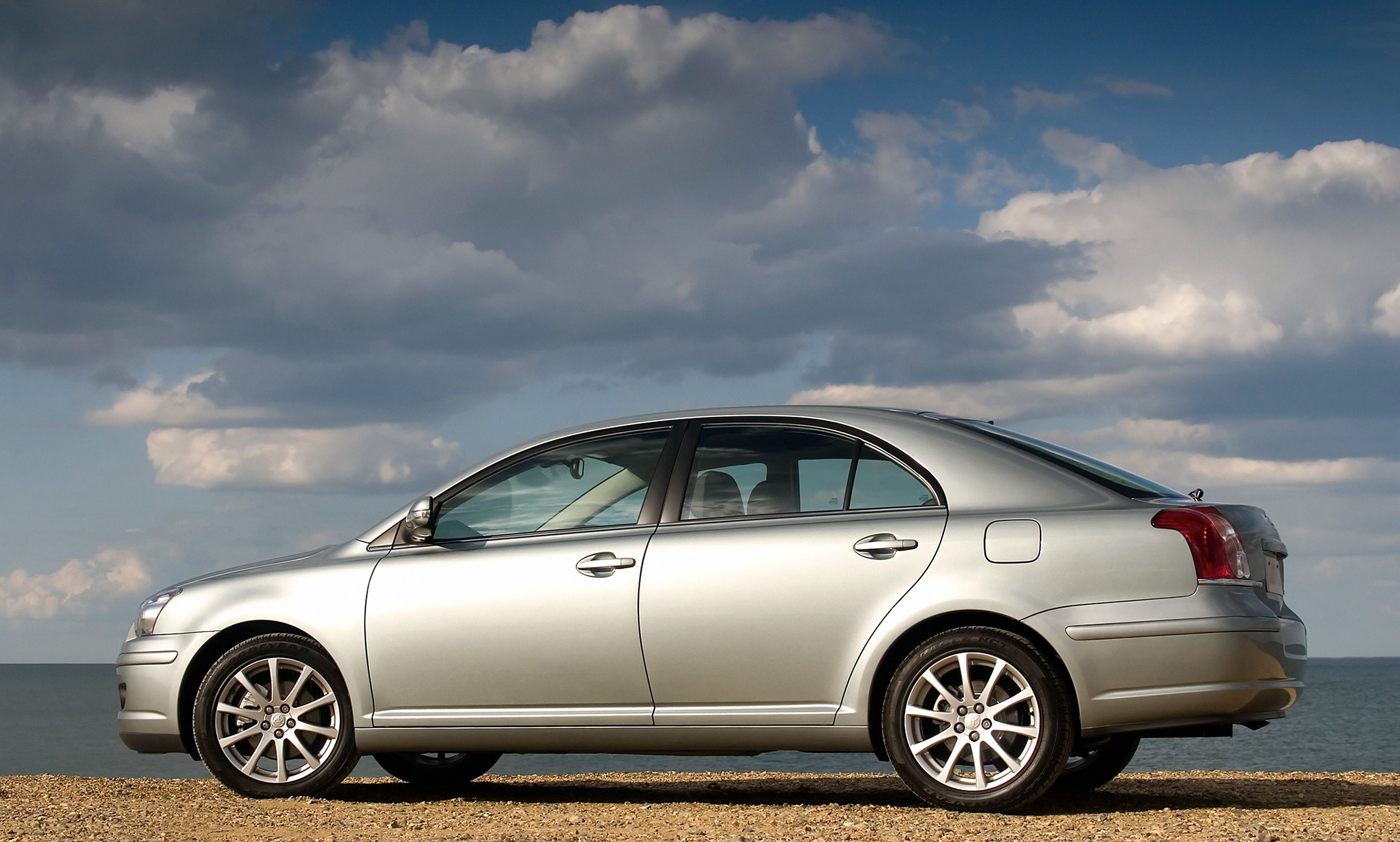 TOYOTA Avensis Liftback specs & photos - 2006, 2007, 2008 ...
