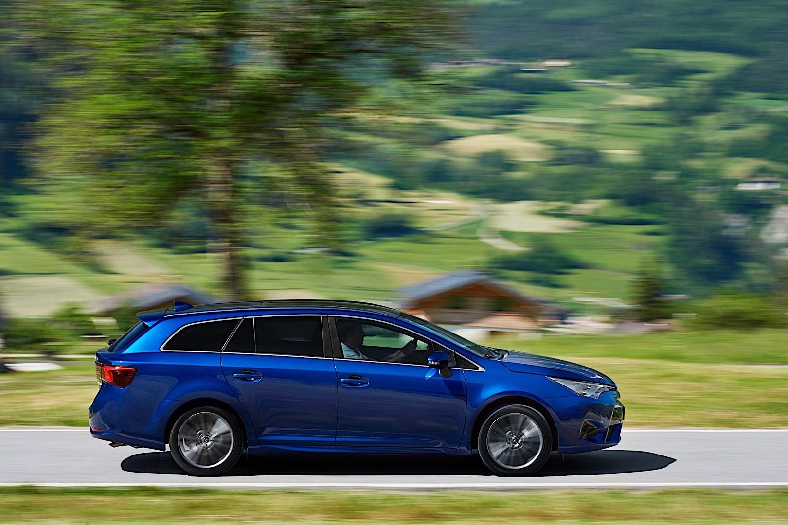 TOYOTA Avensis Wagon specs & photos - 2015, 2016, 2017 ...