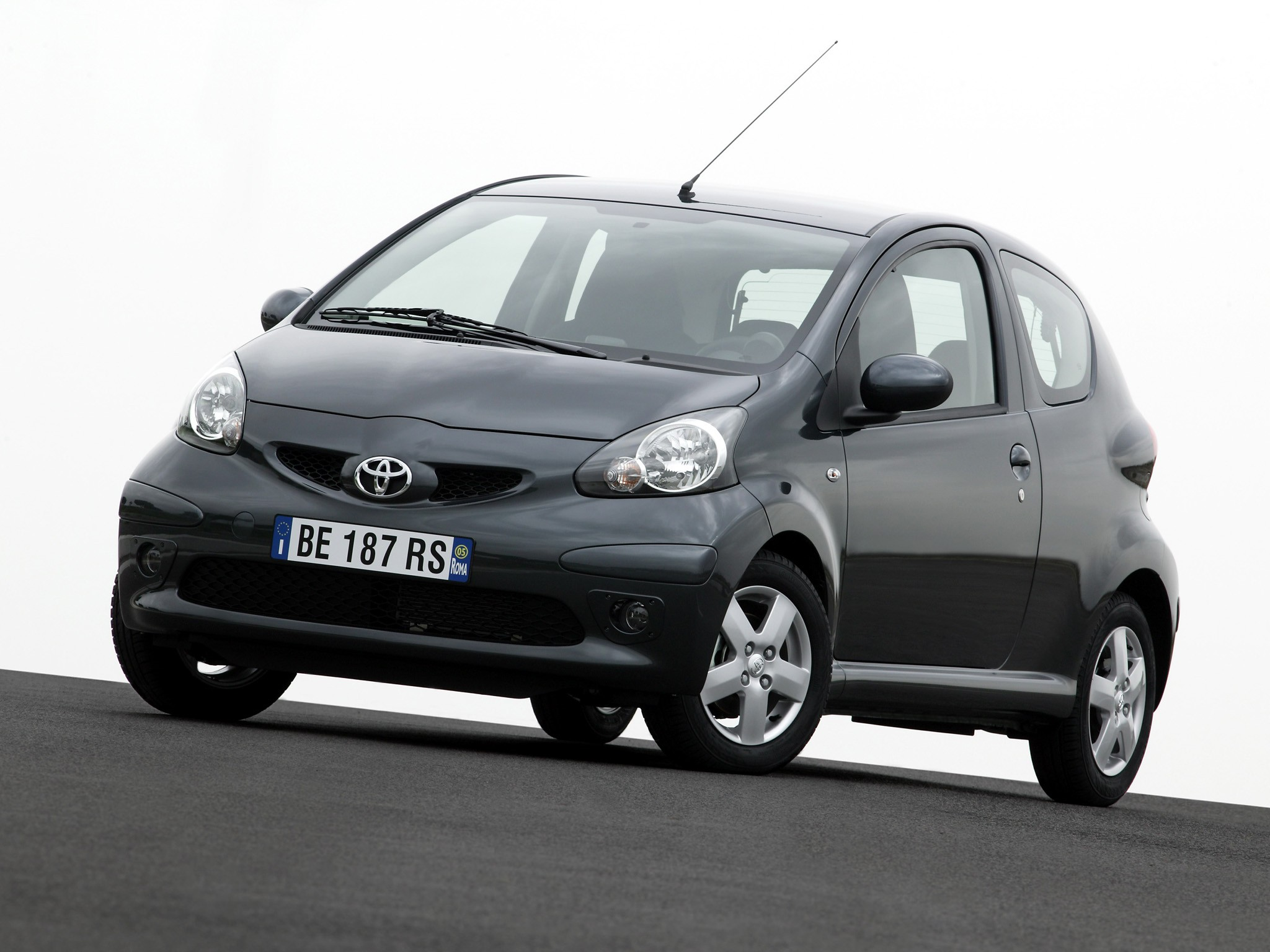 toyota aygo 3 doors specs 2005 2006 2007 2008 autoevolution. Black Bedroom Furniture Sets. Home Design Ideas