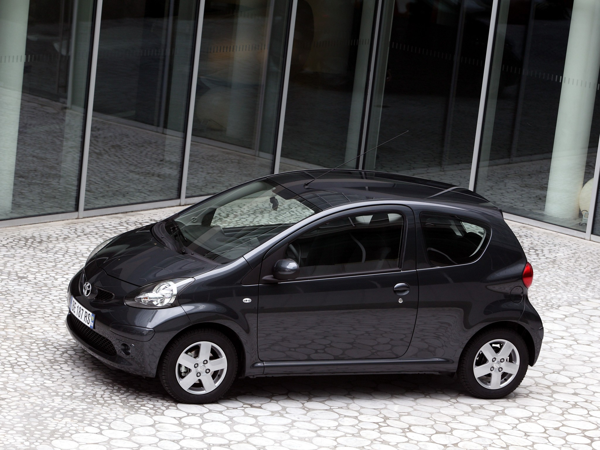 Toyota Rav4 Hybrid Used >> TOYOTA Aygo 3 doors specs & photos - 2005, 2006, 2007, 2008 - autoevolution
