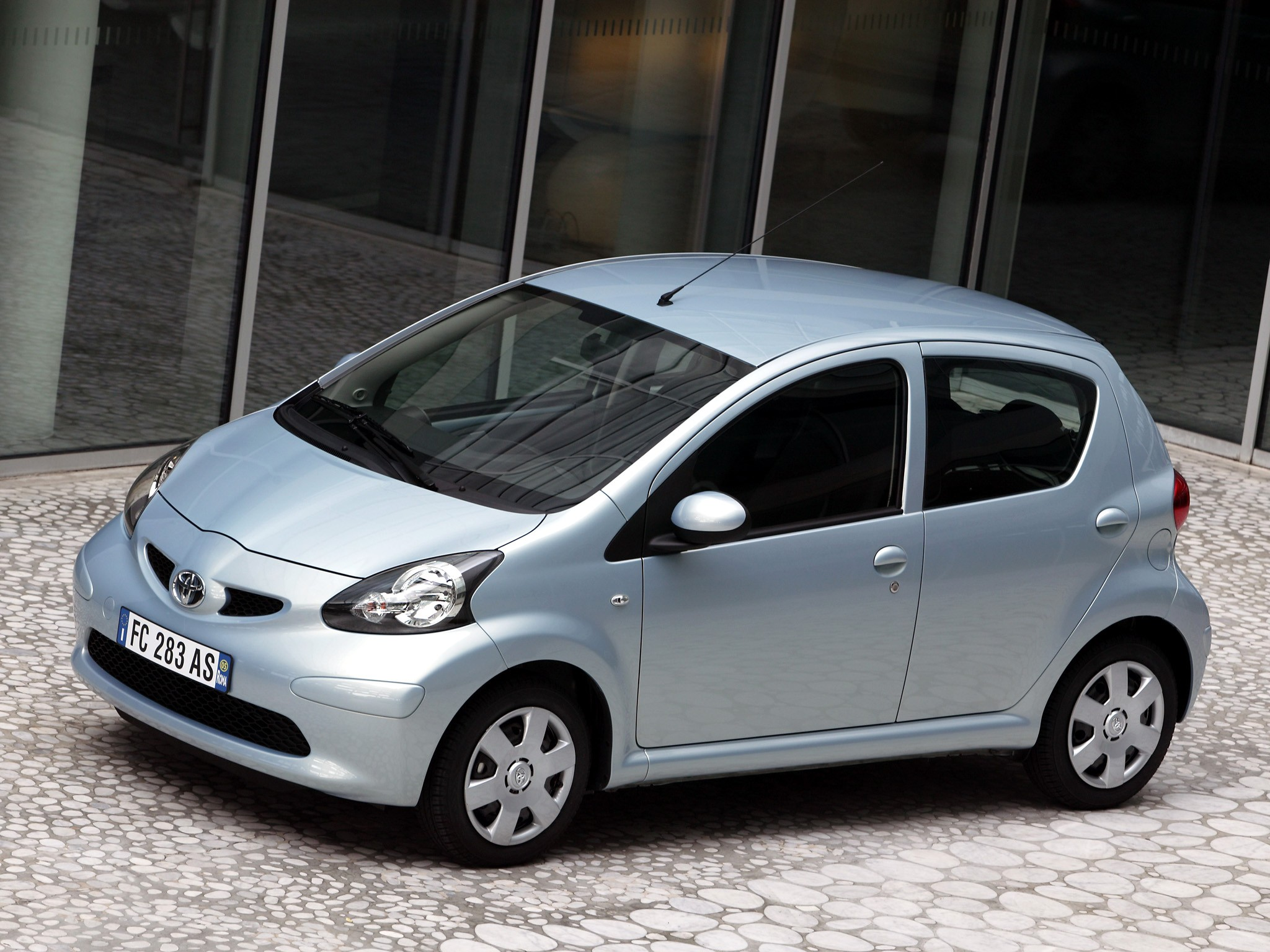 toyota aygo 5 doors specs photos 2005 2006 2007 2008 autoevolution. Black Bedroom Furniture Sets. Home Design Ideas