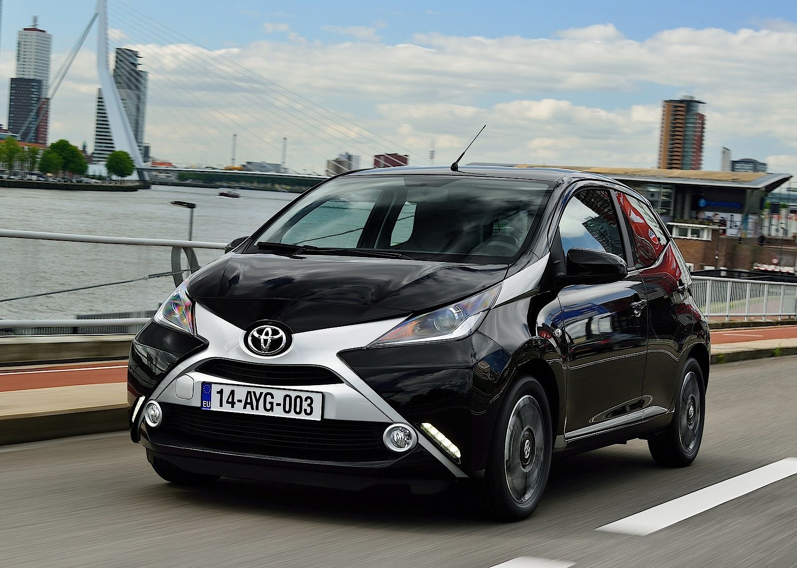 toyota aygo specs 2014 2015 2016 2017 2018 autoevolution. Black Bedroom Furniture Sets. Home Design Ideas