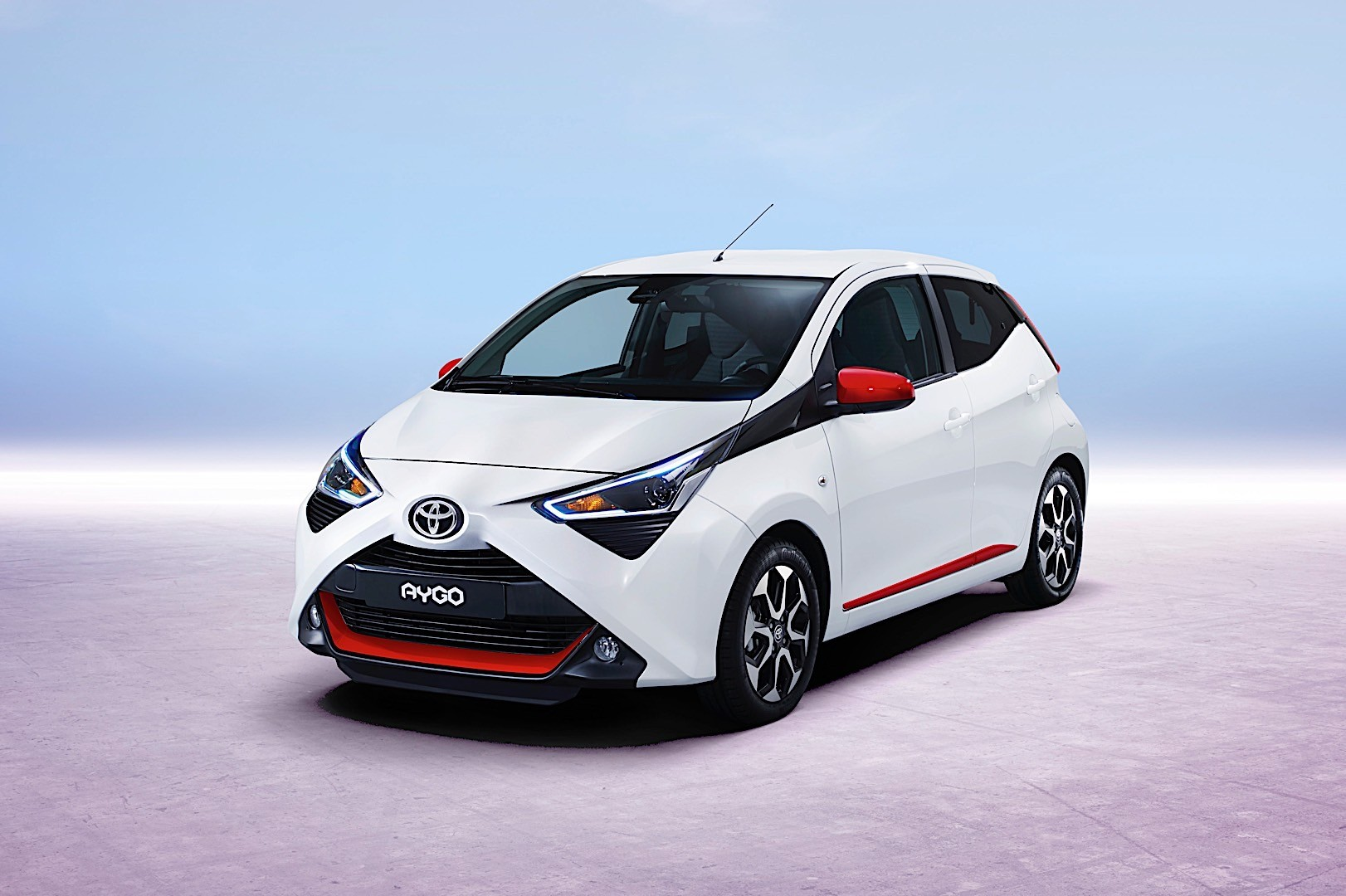 toyota aygo specs photos 2018 2019 autoevolution. Black Bedroom Furniture Sets. Home Design Ideas