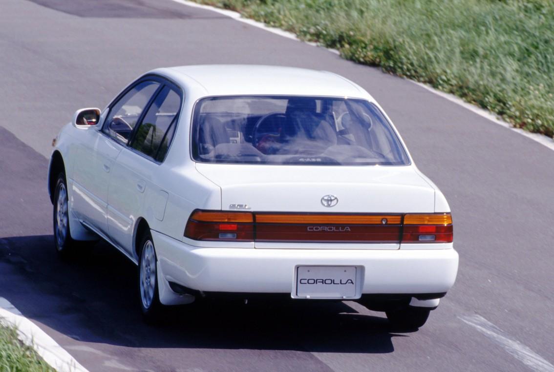 TOYOTA Corolla Sedan specs & photos - 1992, 1993, 1994, 1995, 1996