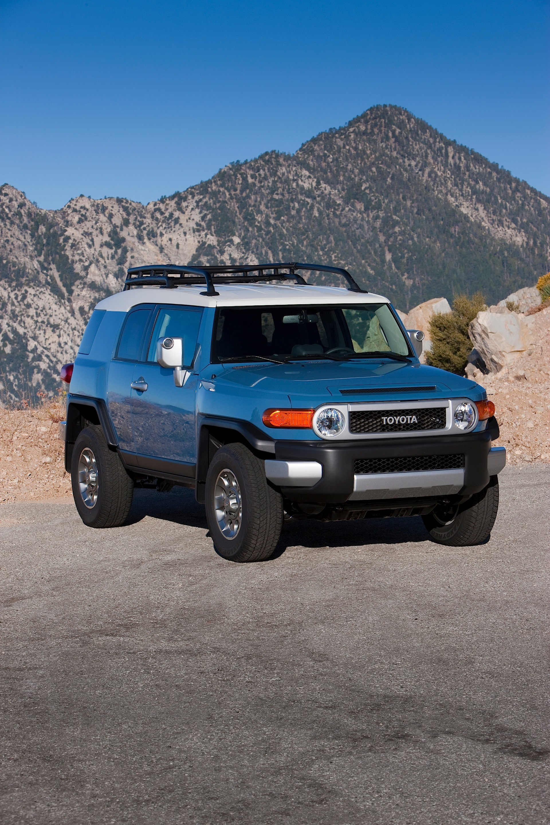 TOYOTA FJ Cruiser specs & photos - 2011, 2012, 2013, 2014, 2015, 2016 -  autoevolutionautoevolution
