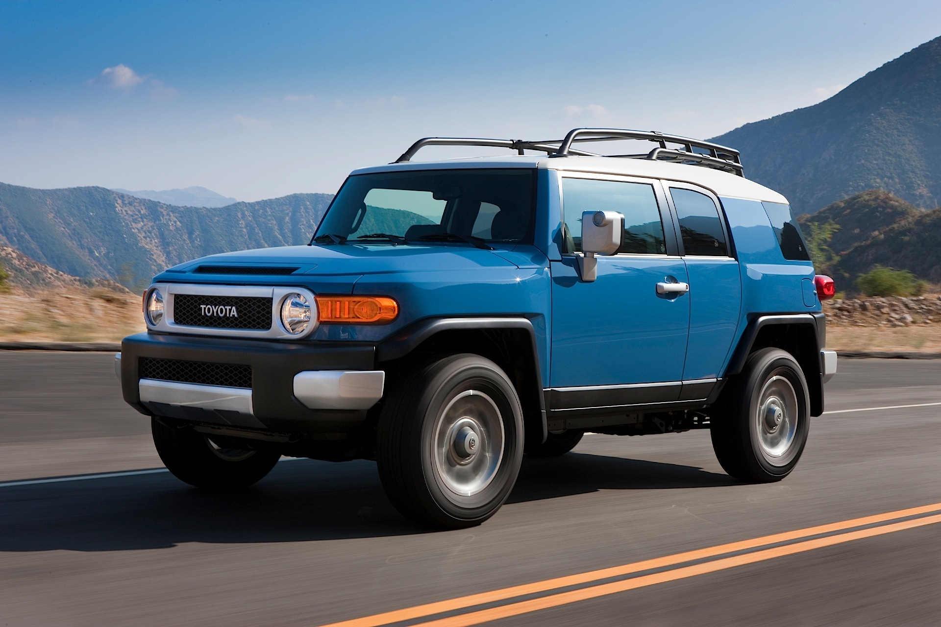 toyota fj cruiser specs 2011 2012 2013 2014 2015 2016 autoevolution. Black Bedroom Furniture Sets. Home Design Ideas