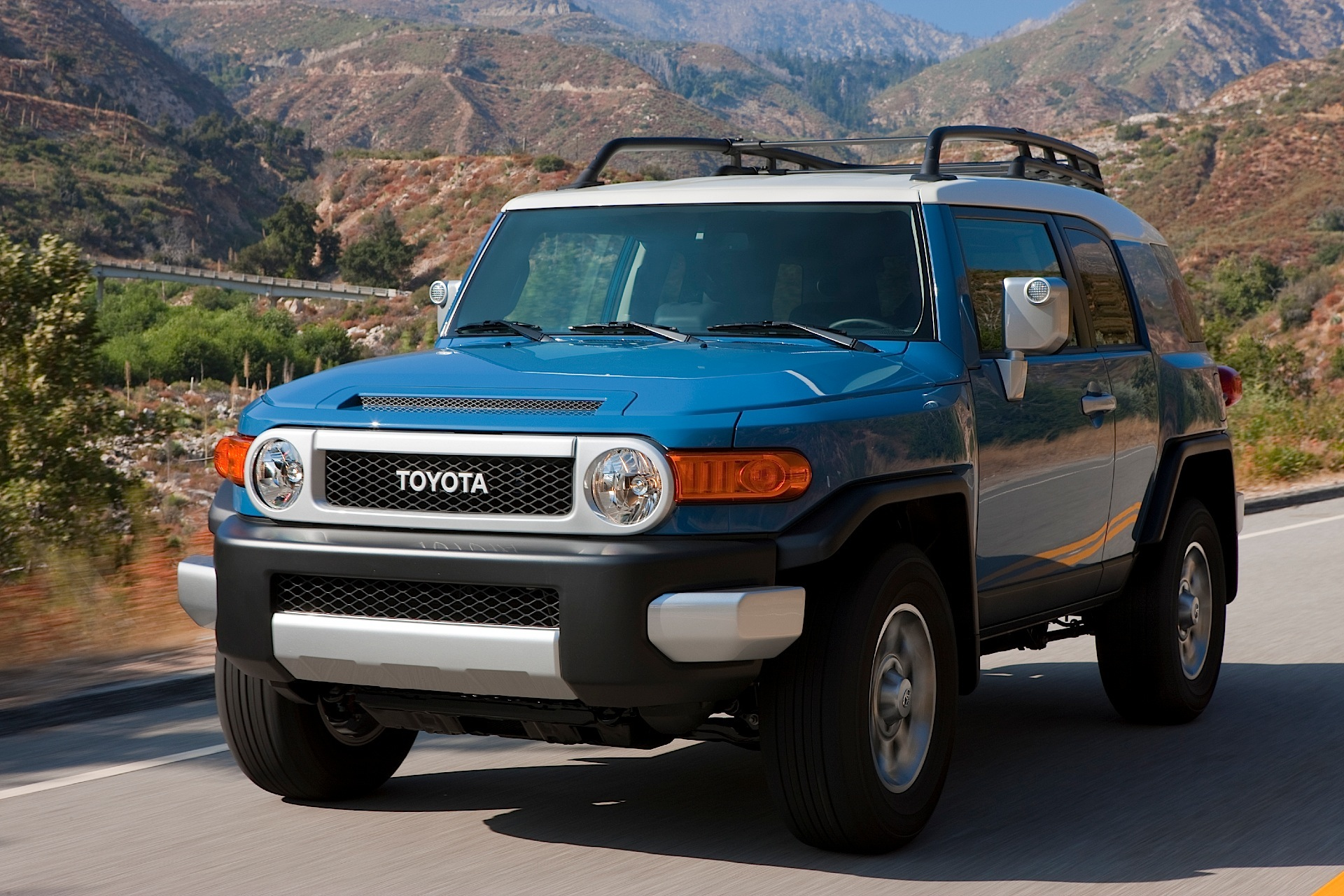 Toyota Fj Cruiser Specs Amp Photos 2011 2012 2013 2014