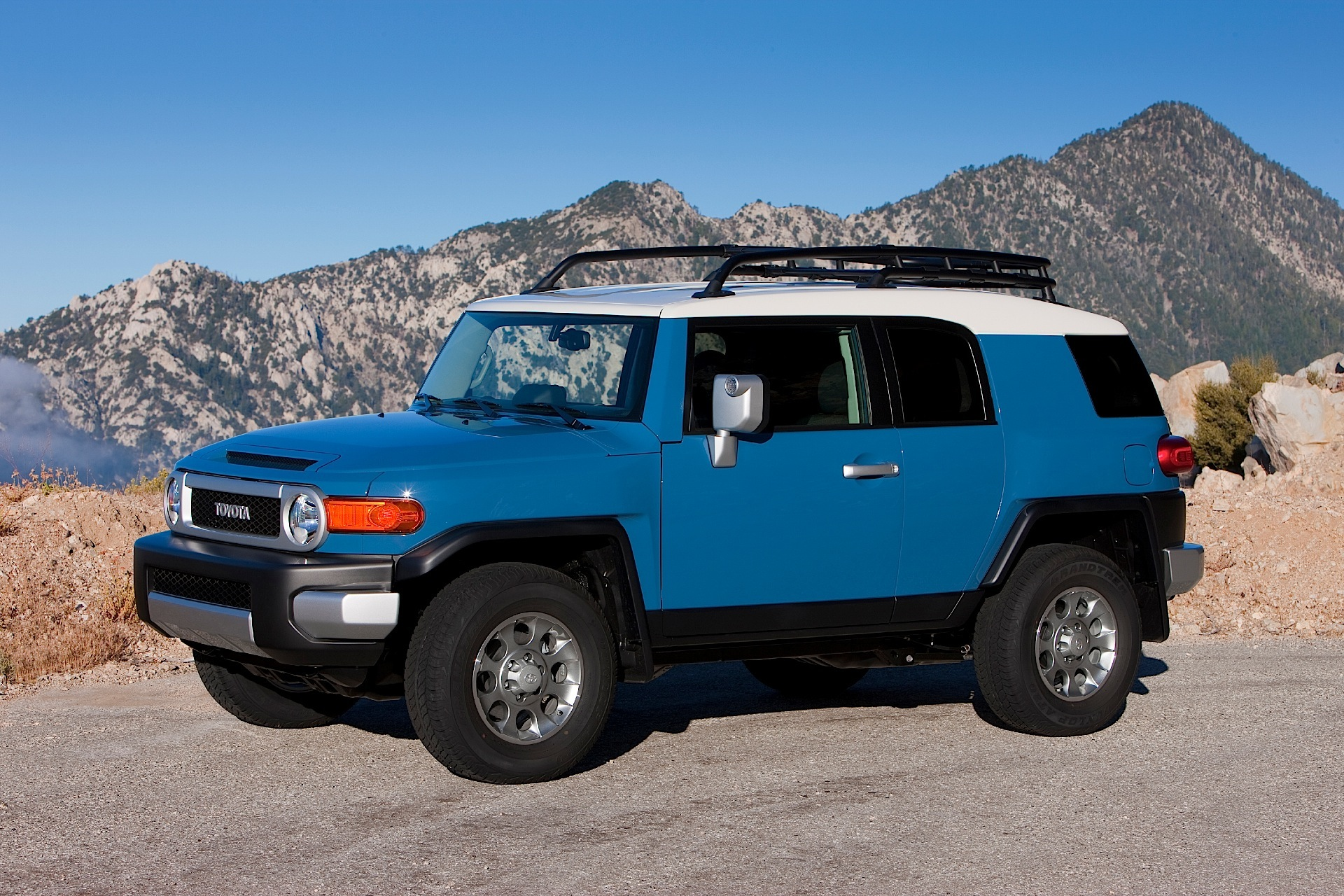 2016 Fj Cruiser >> Toyota Fj Cruiser Specs Photos 2011 2012 2013 2014