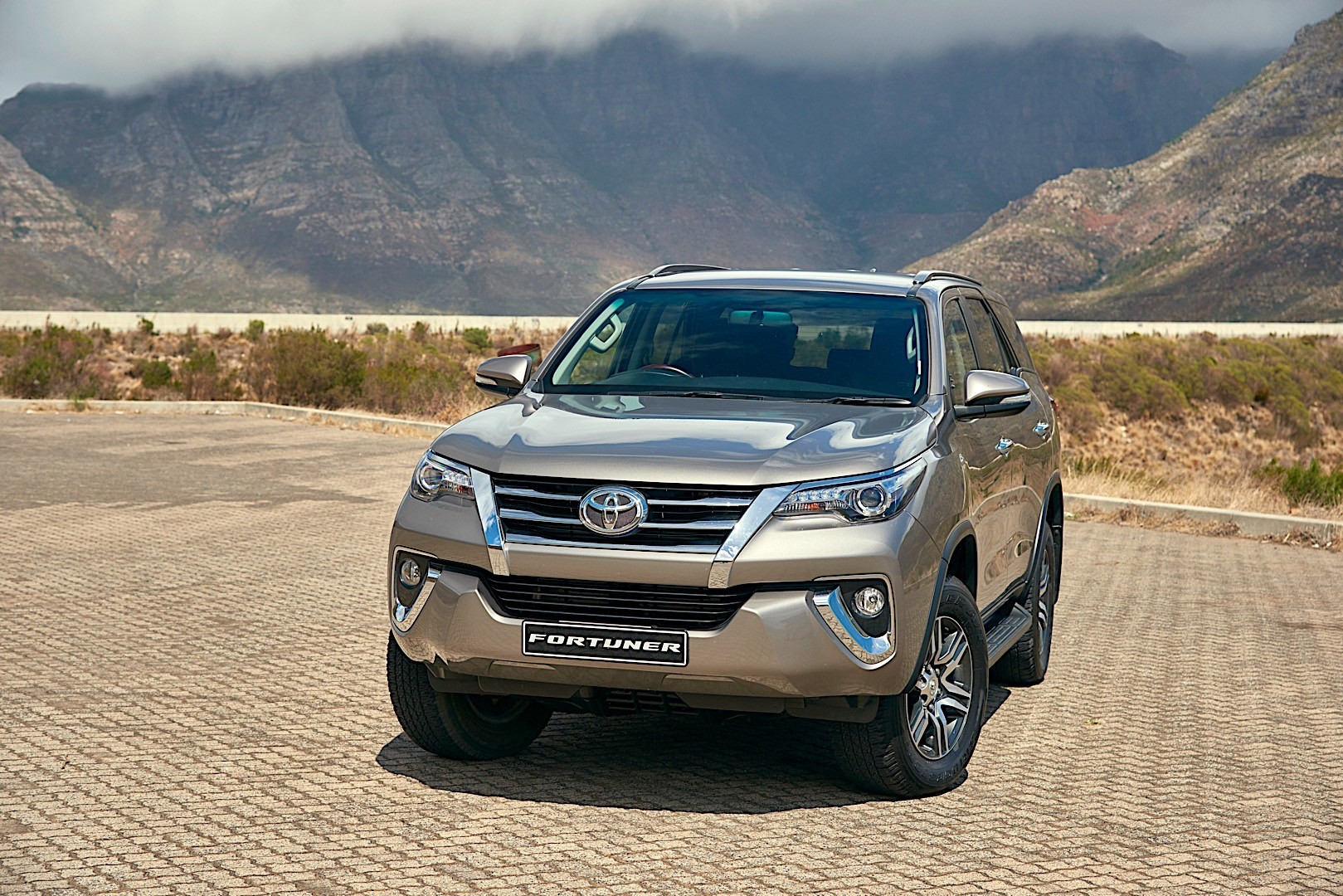 TOYOTA Fortuner specs & photos - 2015, 2016, 2017, 2018