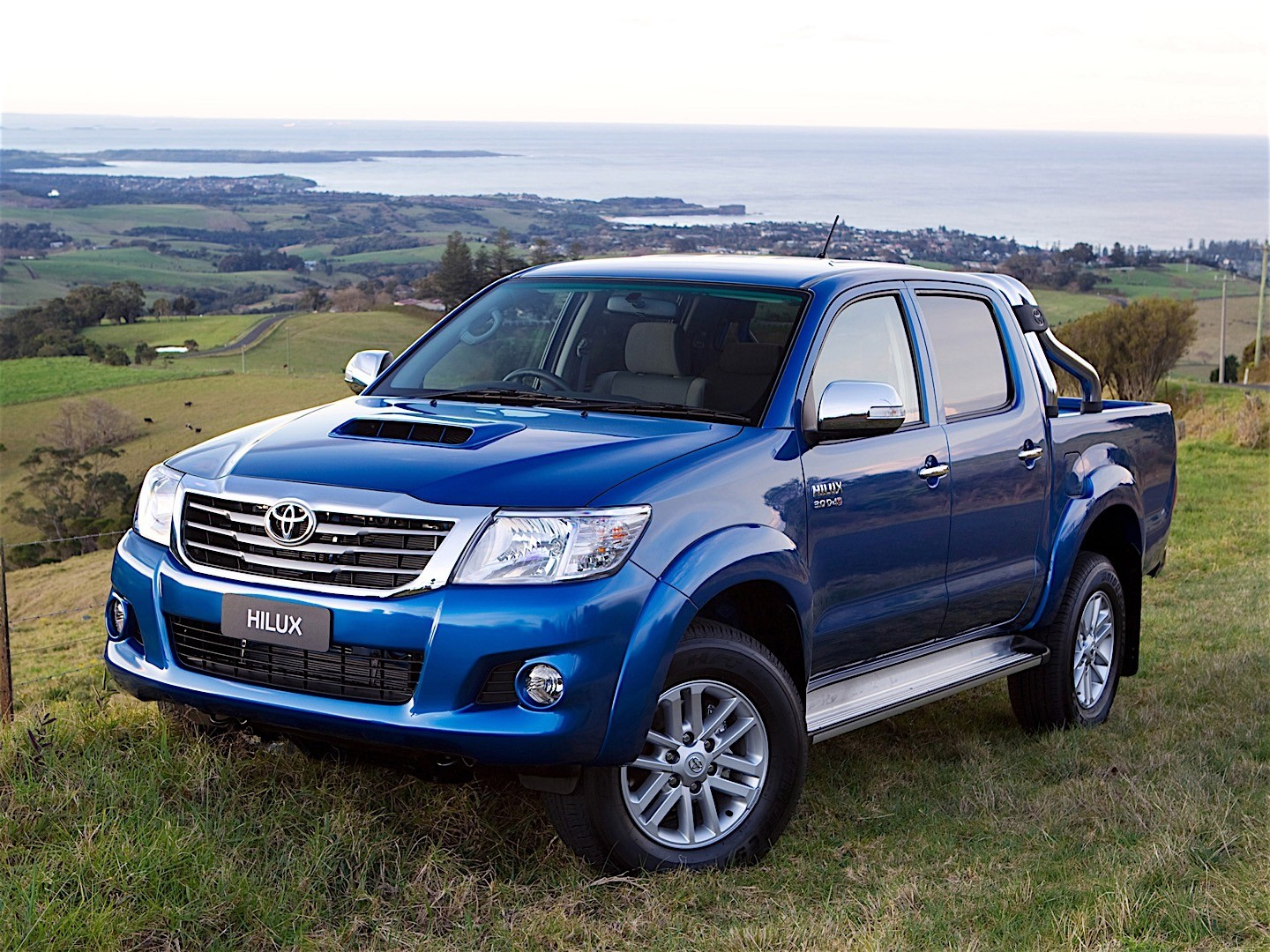 toyota hilux double cab specs photos 2011 2012 2013 2014 2015 autoevolution. Black Bedroom Furniture Sets. Home Design Ideas