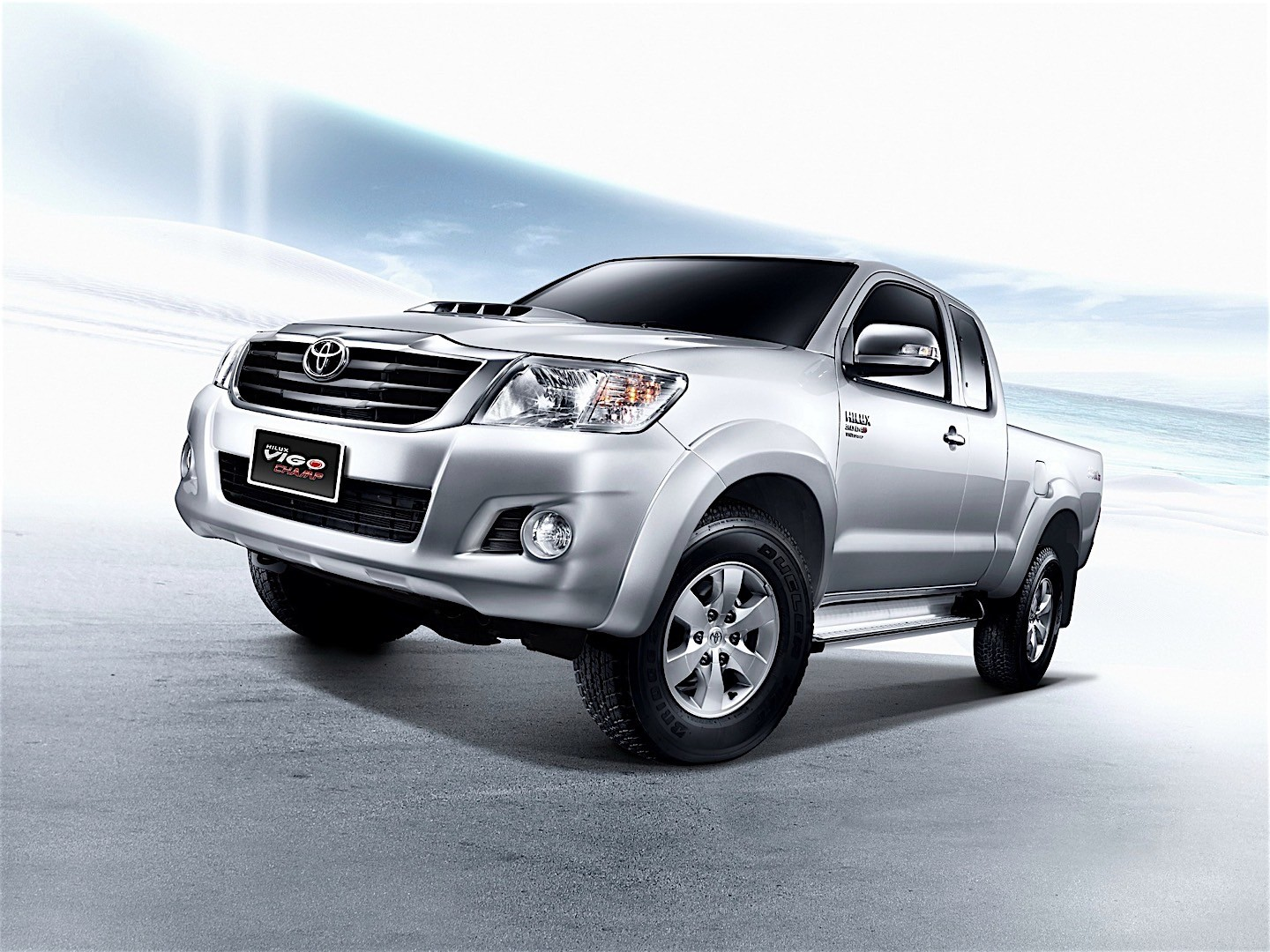 toyota hilux extra cab specs 2011 2012 2013 2014 2015 autoevolution. Black Bedroom Furniture Sets. Home Design Ideas