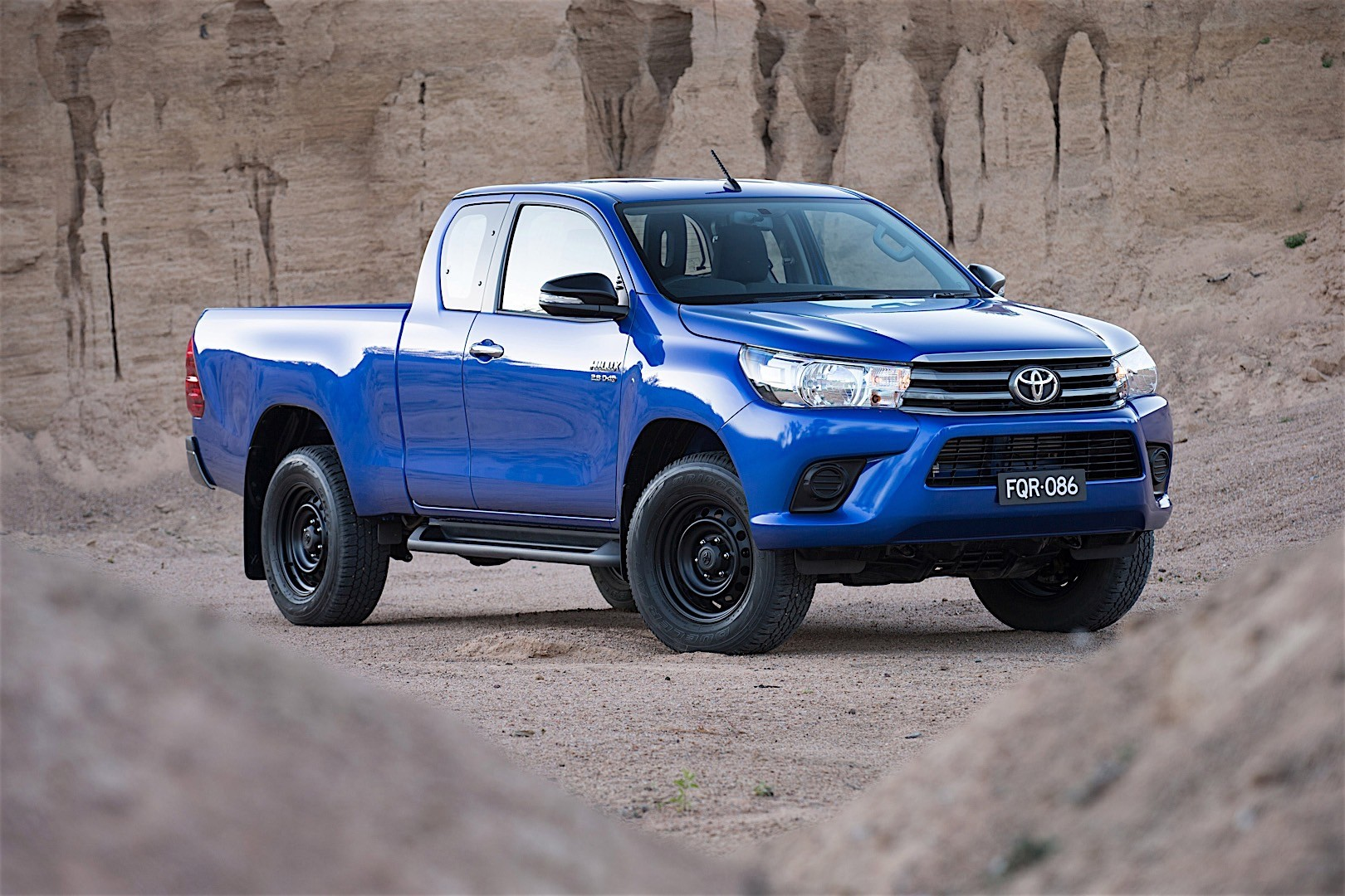 toyota hilux extra cab specs 2015 2016 2017 2018. Black Bedroom Furniture Sets. Home Design Ideas