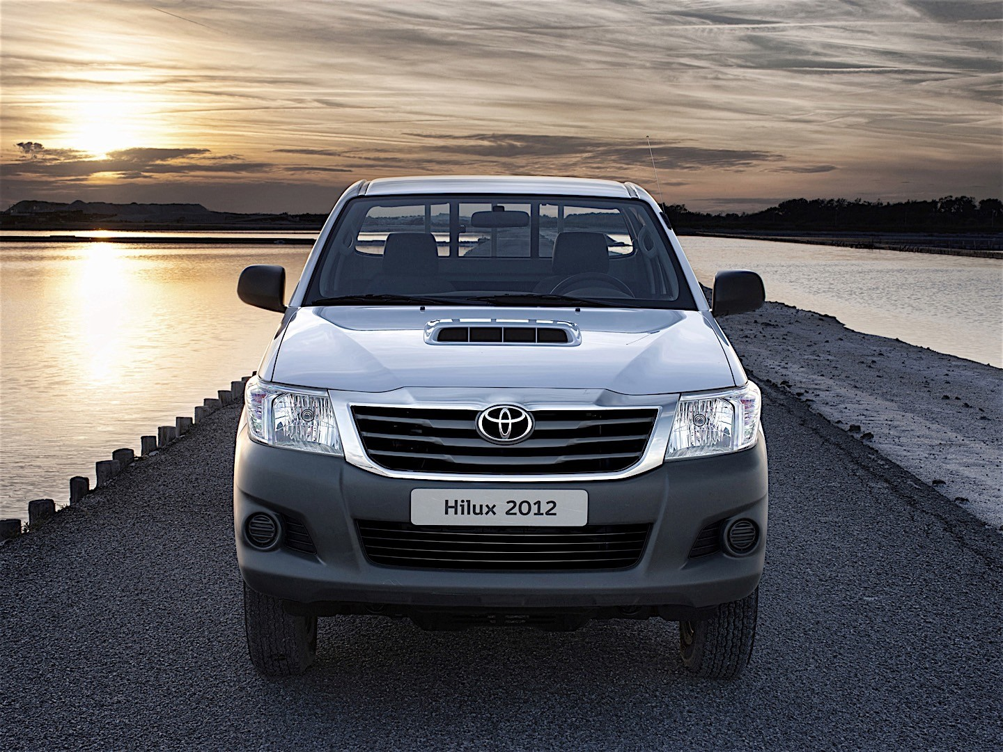 BMW Software Update >> TOYOTA Hilux Single Cab specs & photos - 2011, 2012, 2013 ...