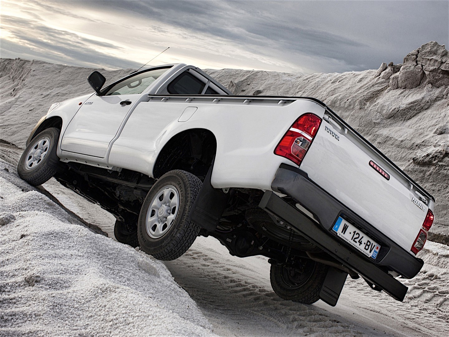 TOYOTA Hilux Single Cab specs & photos - 2011, 2012, 2013 ...