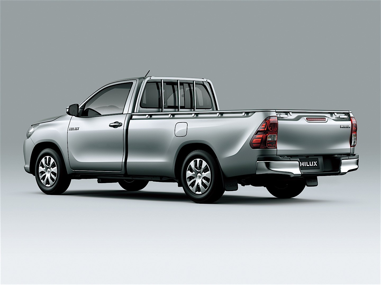 TOYOTA Hilux Single Cab specs & photos - 2015, 2016, 2017