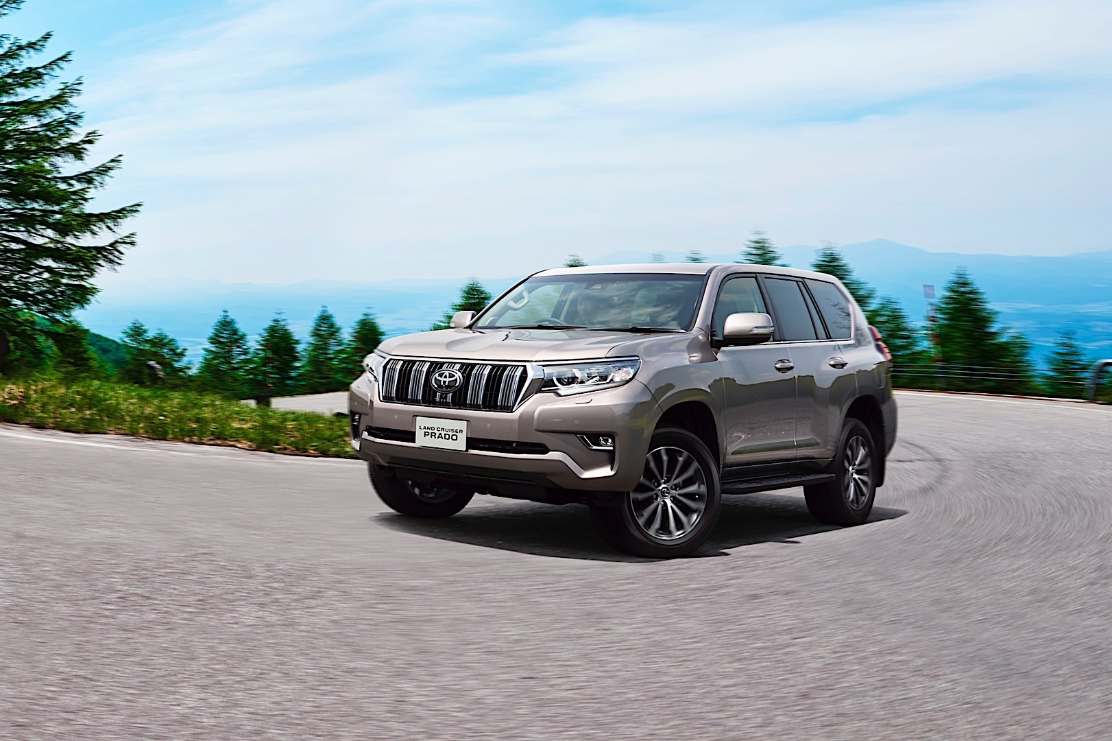 TOYOTA Land Cruiser 150 specs & photos - 2017, 2018, 2019 ...