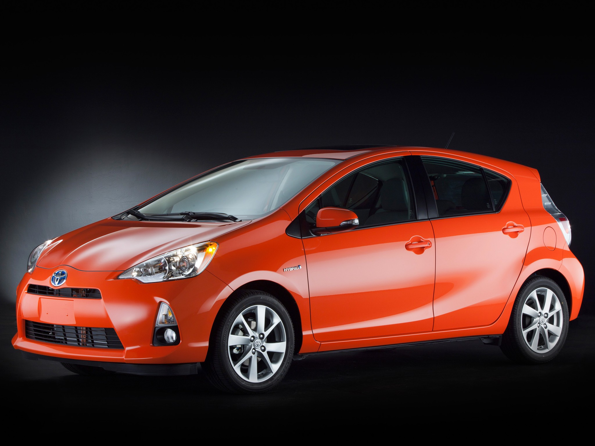 toyota prius c aqua 2012 2013 2014 2015 autoevolution. Black Bedroom Furniture Sets. Home Design Ideas