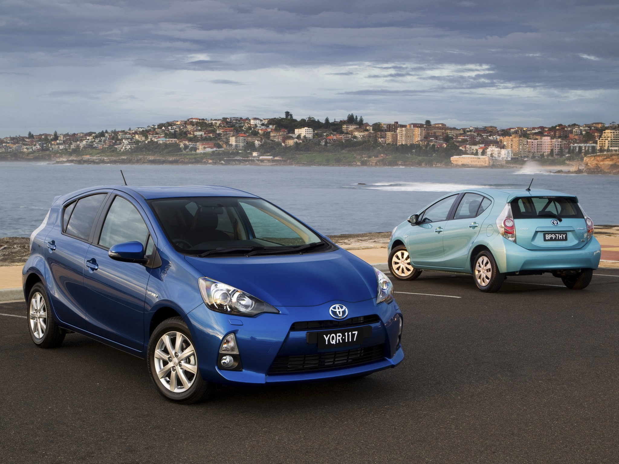 used 2013 toyota prius c pricing features edmunds. Black Bedroom Furniture Sets. Home Design Ideas