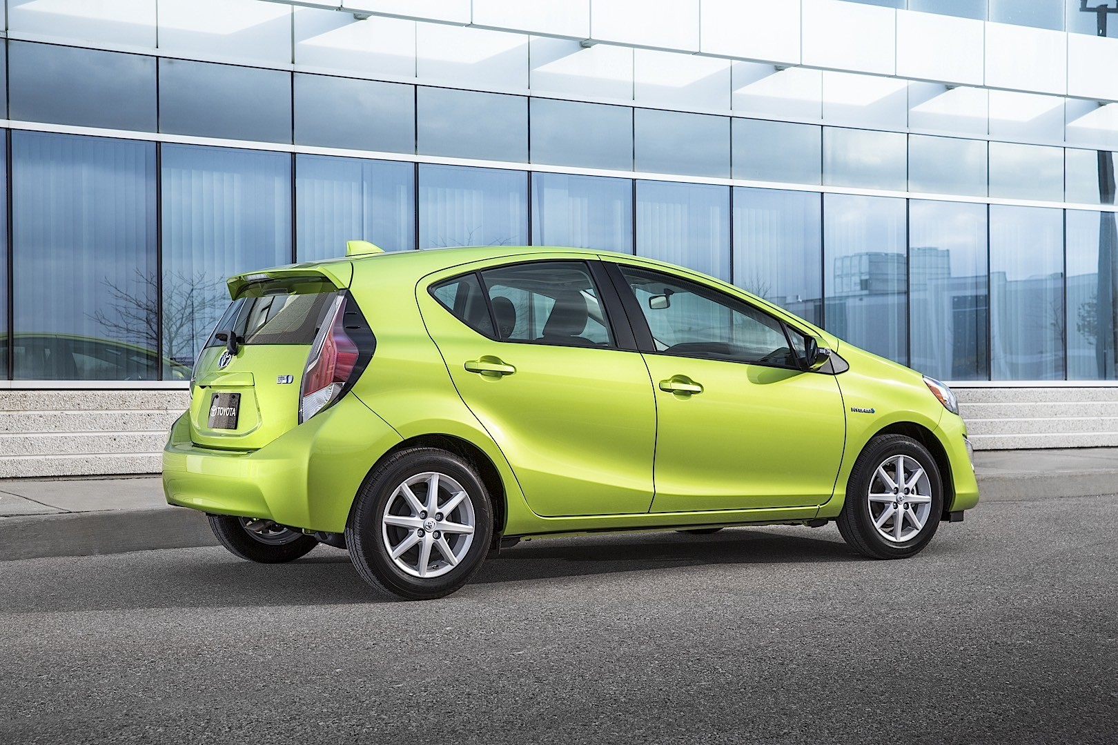 Toyota Touch Up Paint >> TOYOTA Prius C (Aqua) specs & photos - 2015, 2016, 2017 ...