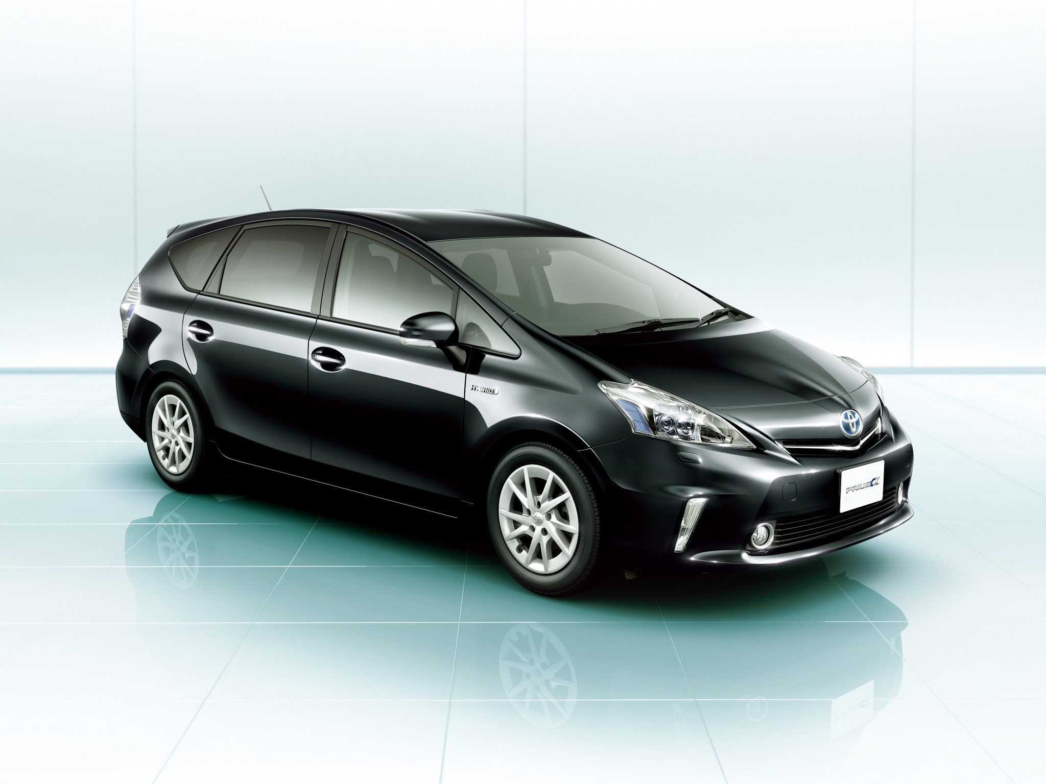 toyota prius v prius specs 2011 2012 2013 2014 2015 autoevolution. Black Bedroom Furniture Sets. Home Design Ideas
