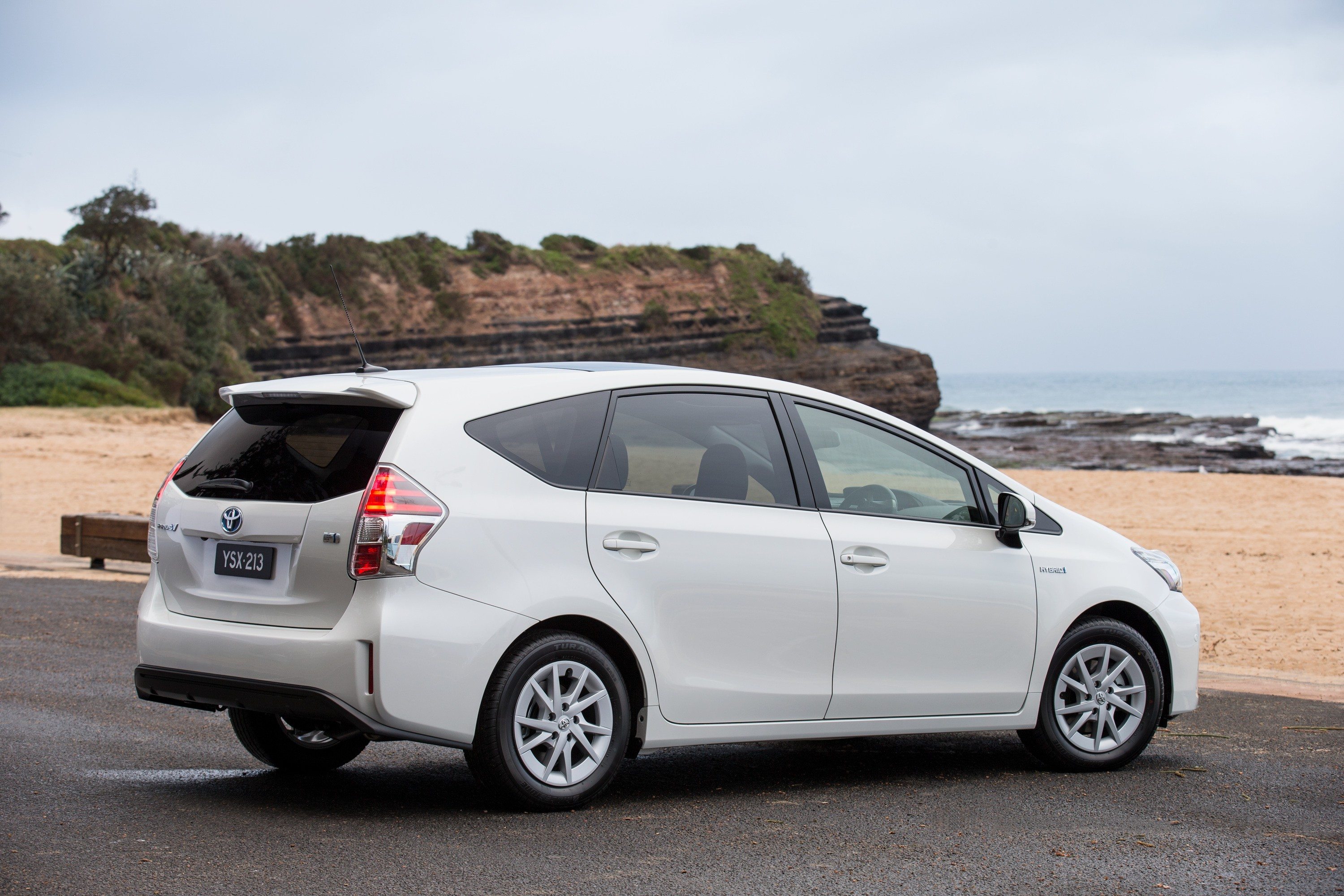 toyota prius v prius 2015 2016 autoevolution. Black Bedroom Furniture Sets. Home Design Ideas