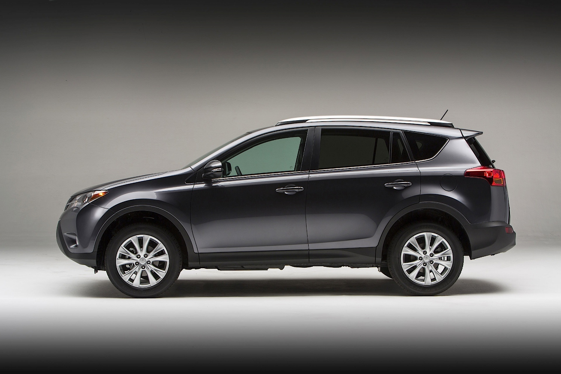 toyota rav4 5 doors specs 2013 2014 2015 autoevolution. Black Bedroom Furniture Sets. Home Design Ideas