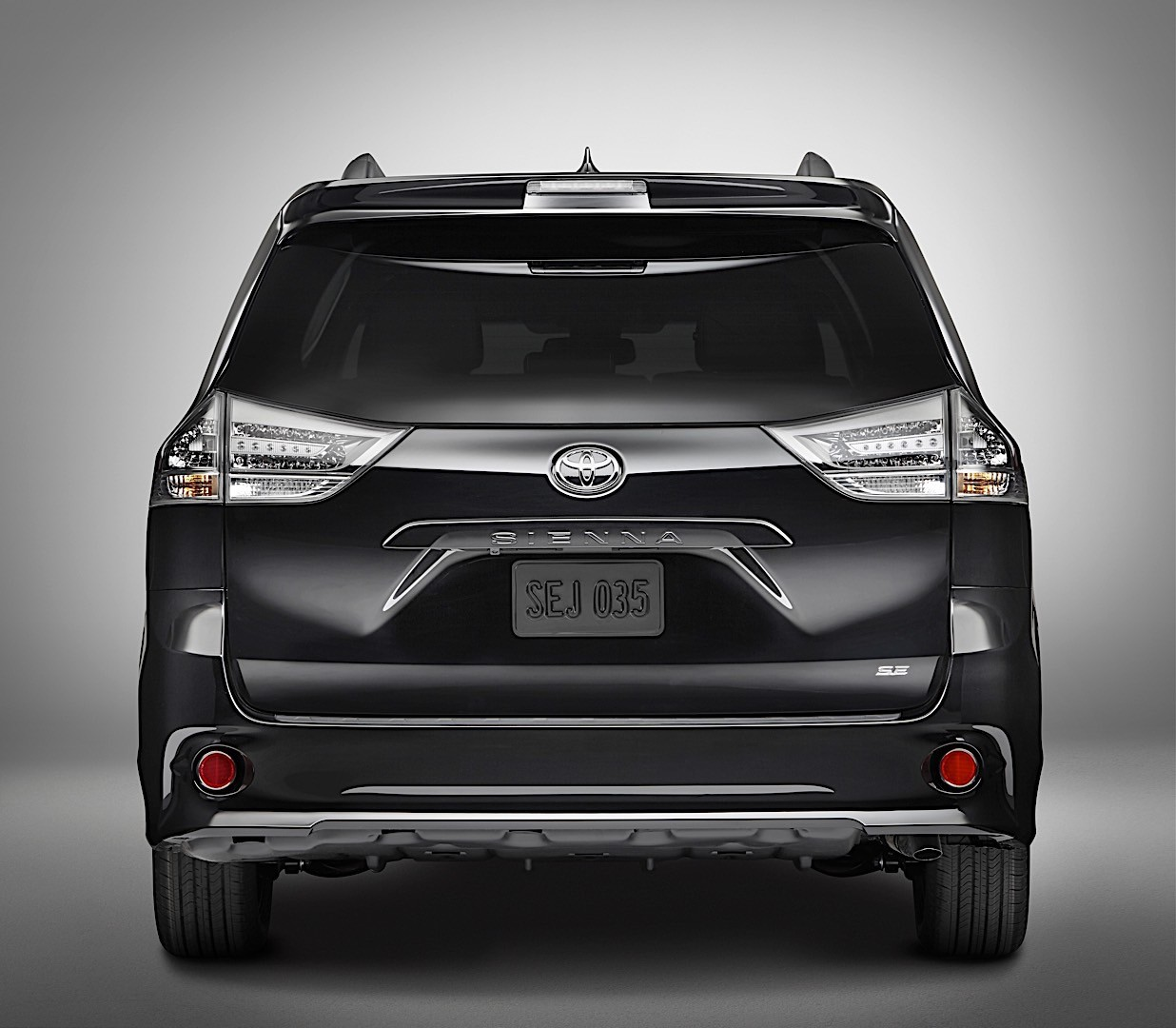 toyota sienna specs 2017 2018 autoevolution. Black Bedroom Furniture Sets. Home Design Ideas