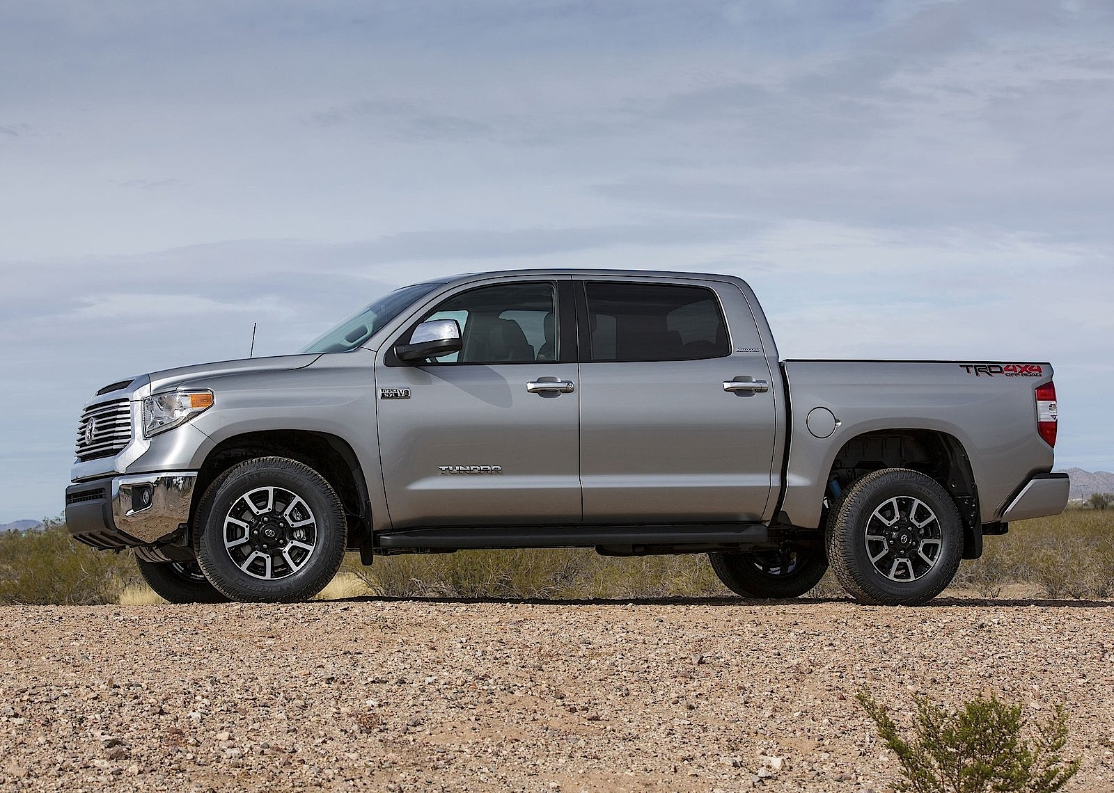 toyota tundra crew cab specs 2013 2014 2015 2016 2017 2018 autoevolution. Black Bedroom Furniture Sets. Home Design Ideas