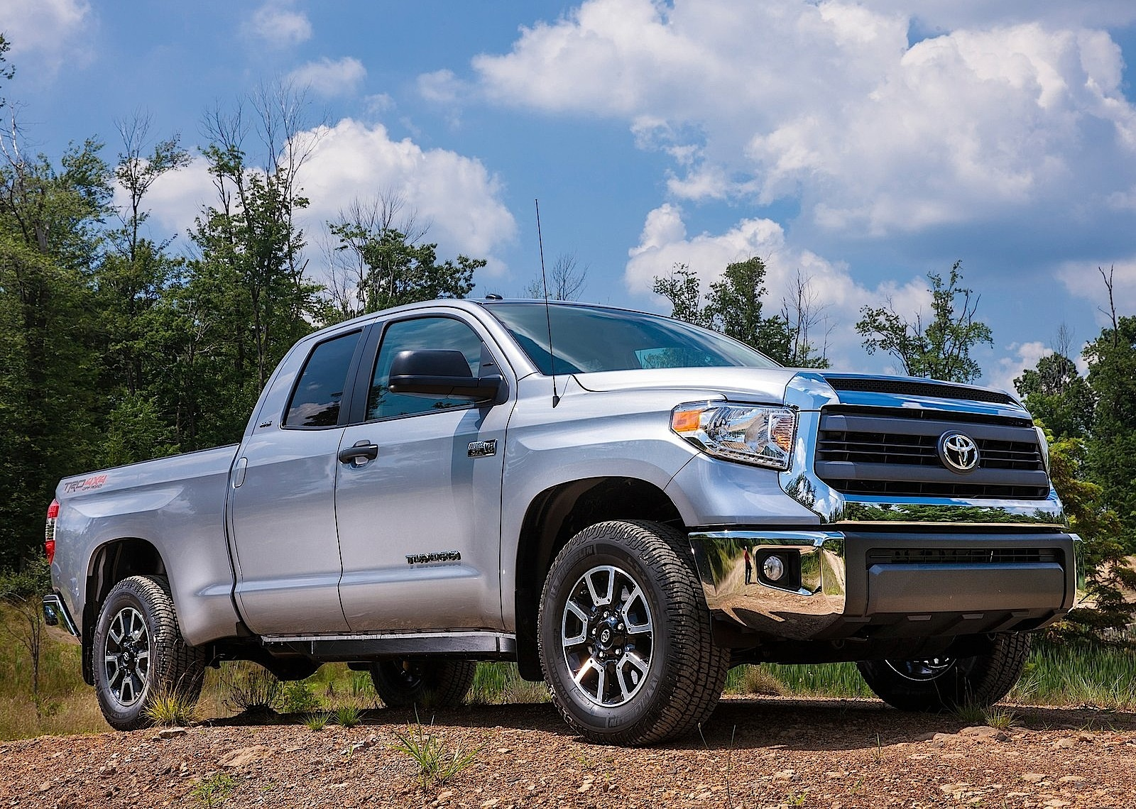 toyota tundra double cab specs photos 2013 2014 2015 2016 2017 2018 autoevolution. Black Bedroom Furniture Sets. Home Design Ideas