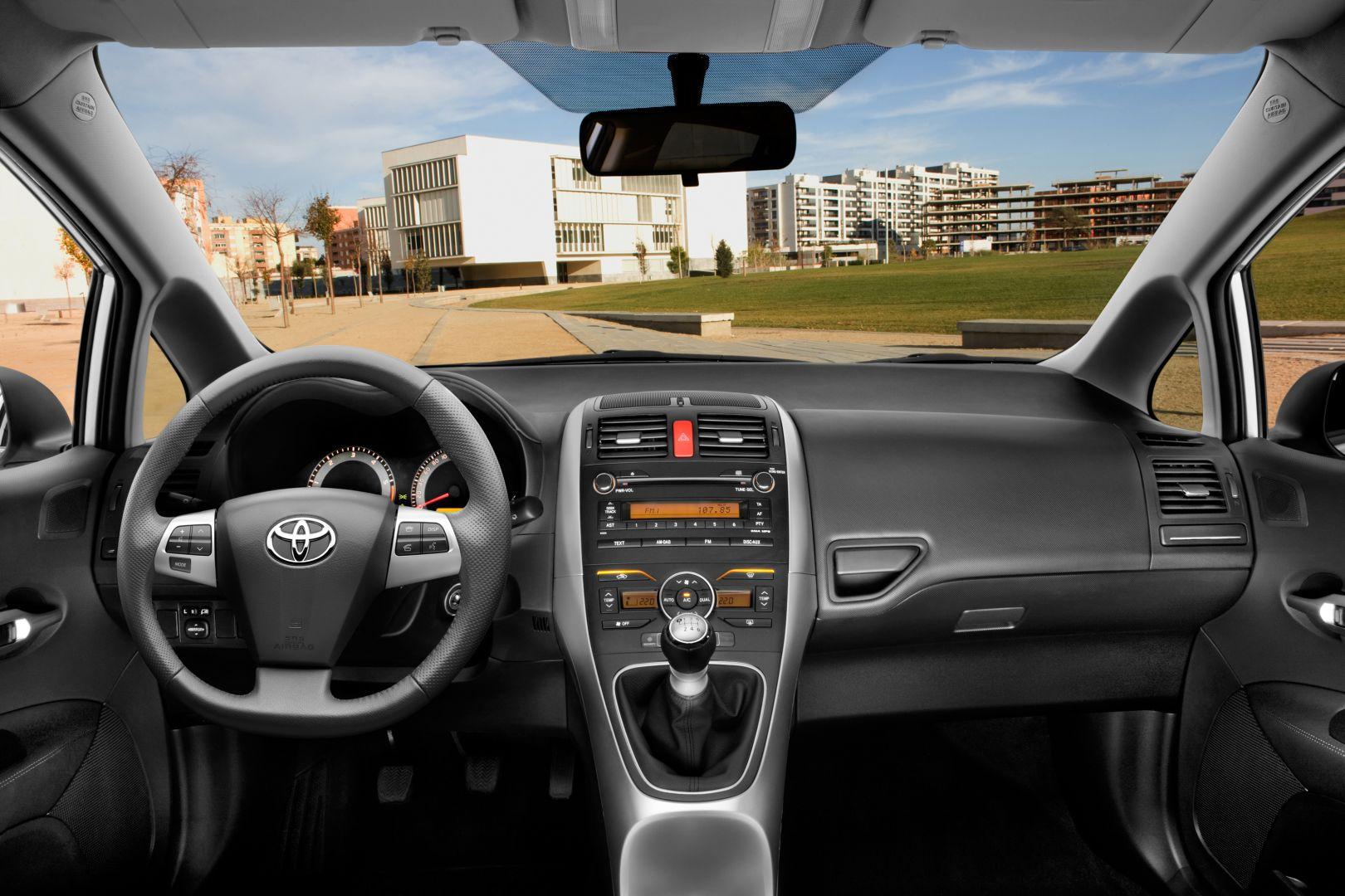 Toyota Diesel Engines >> TOYOTA Yaris 3 Doors specs & photos - 2008, 2009, 2010 ...