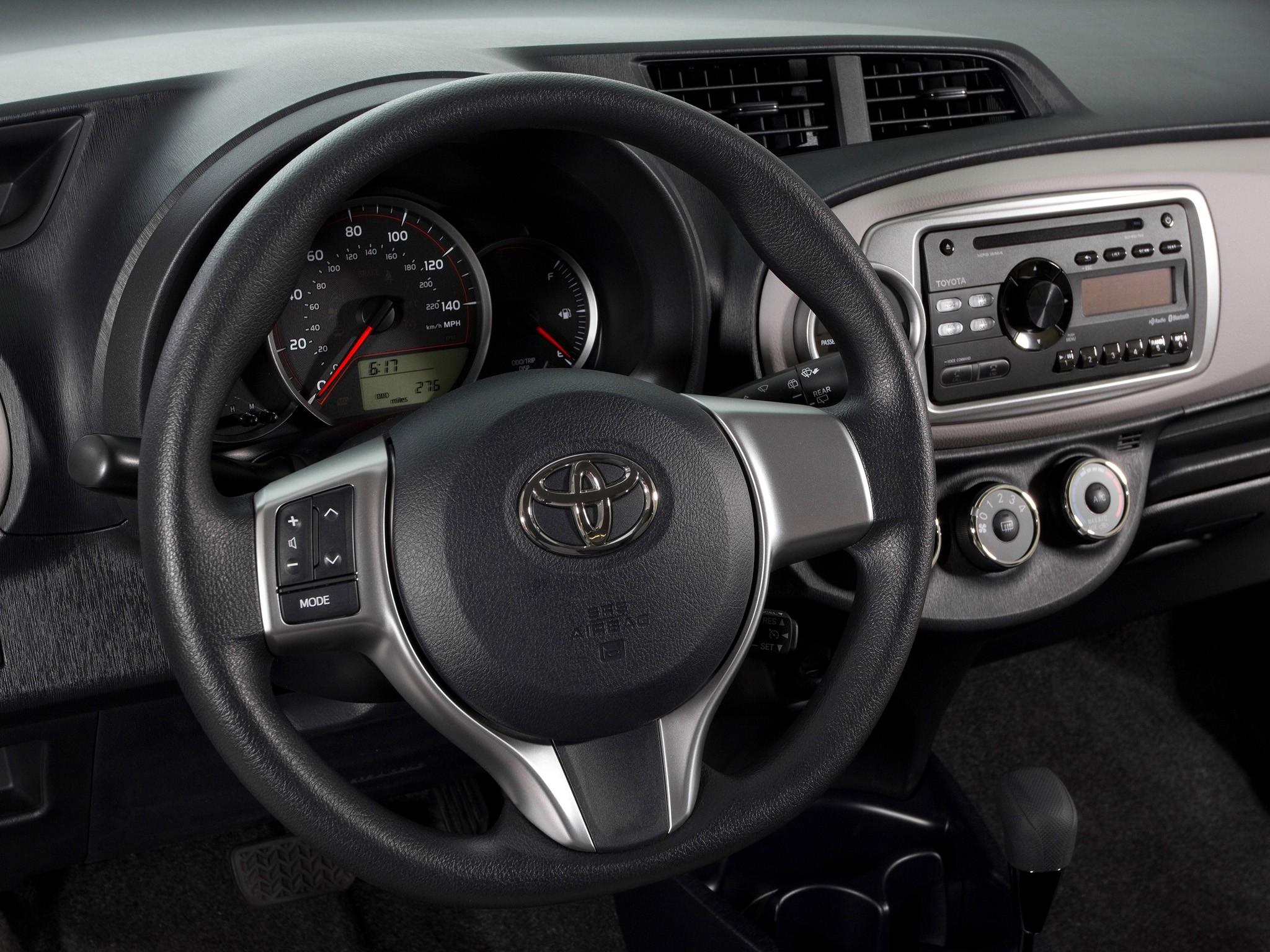 2014 toyota yaris le hatchback sedan 4d