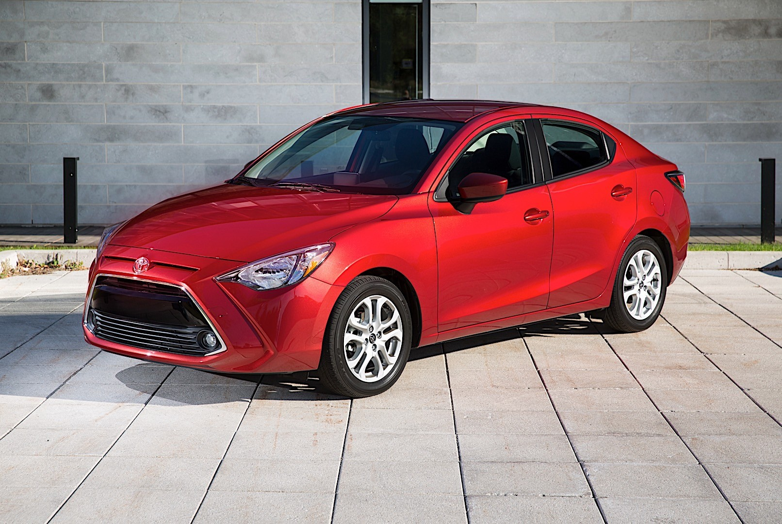 TOYOTA Yaris iA specs & photos - 2016, 2017, 2018 ...