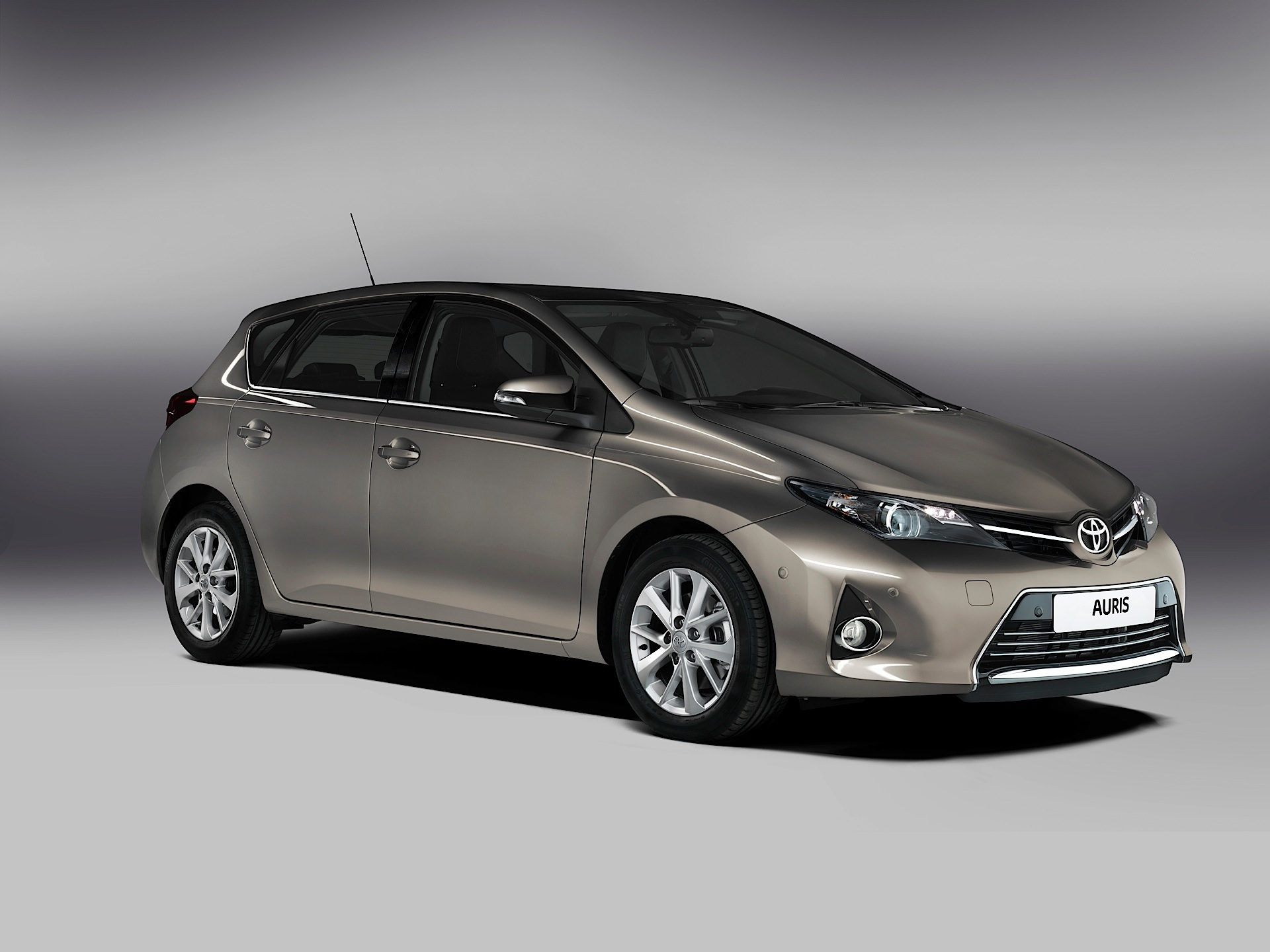 toyota auris 5 doors specs photos 2013 2014 2015 autoevolution. Black Bedroom Furniture Sets. Home Design Ideas