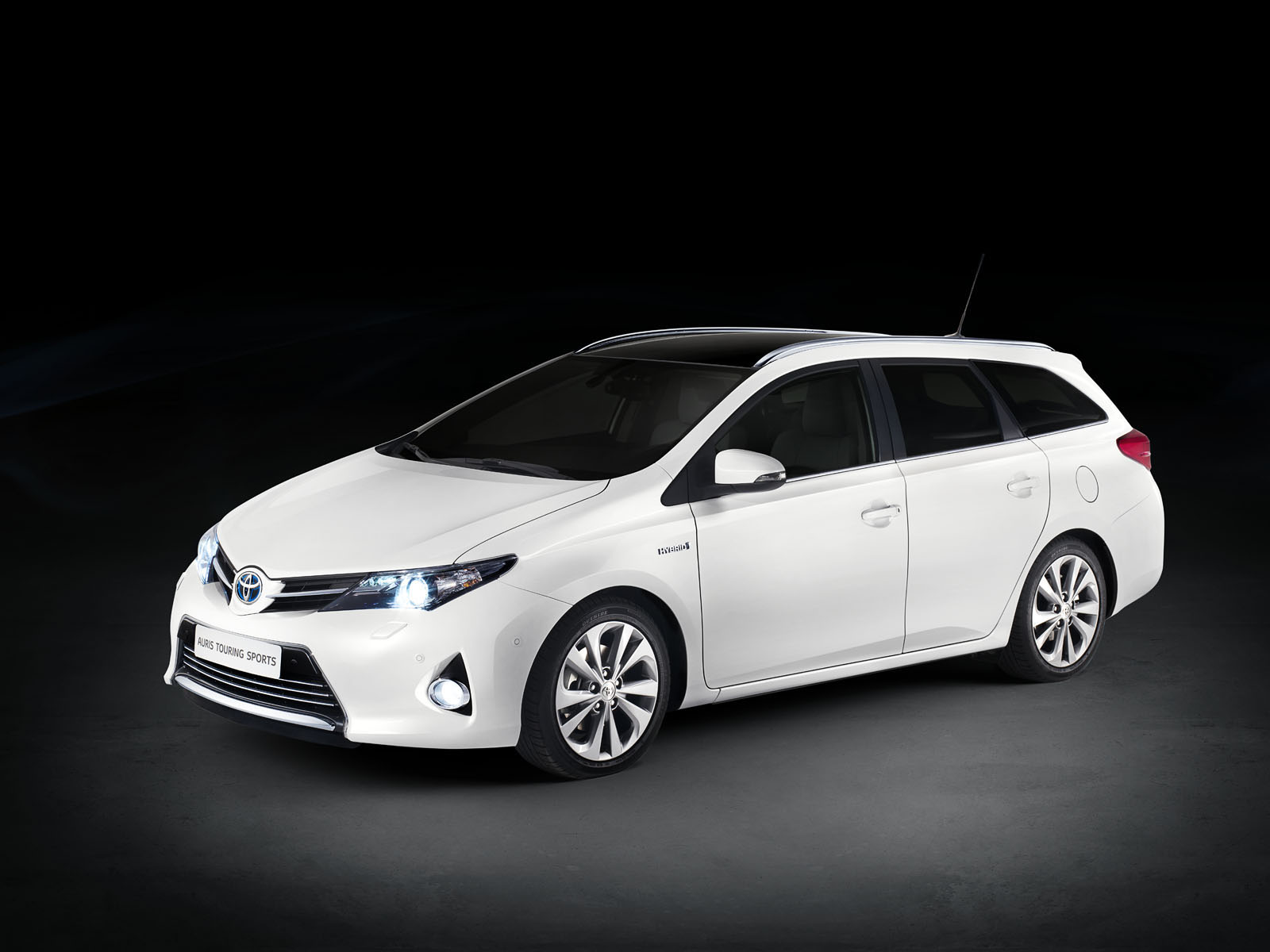 Toyota Auris Touring Specs Photos 2013 2014 2015 Autoevolution