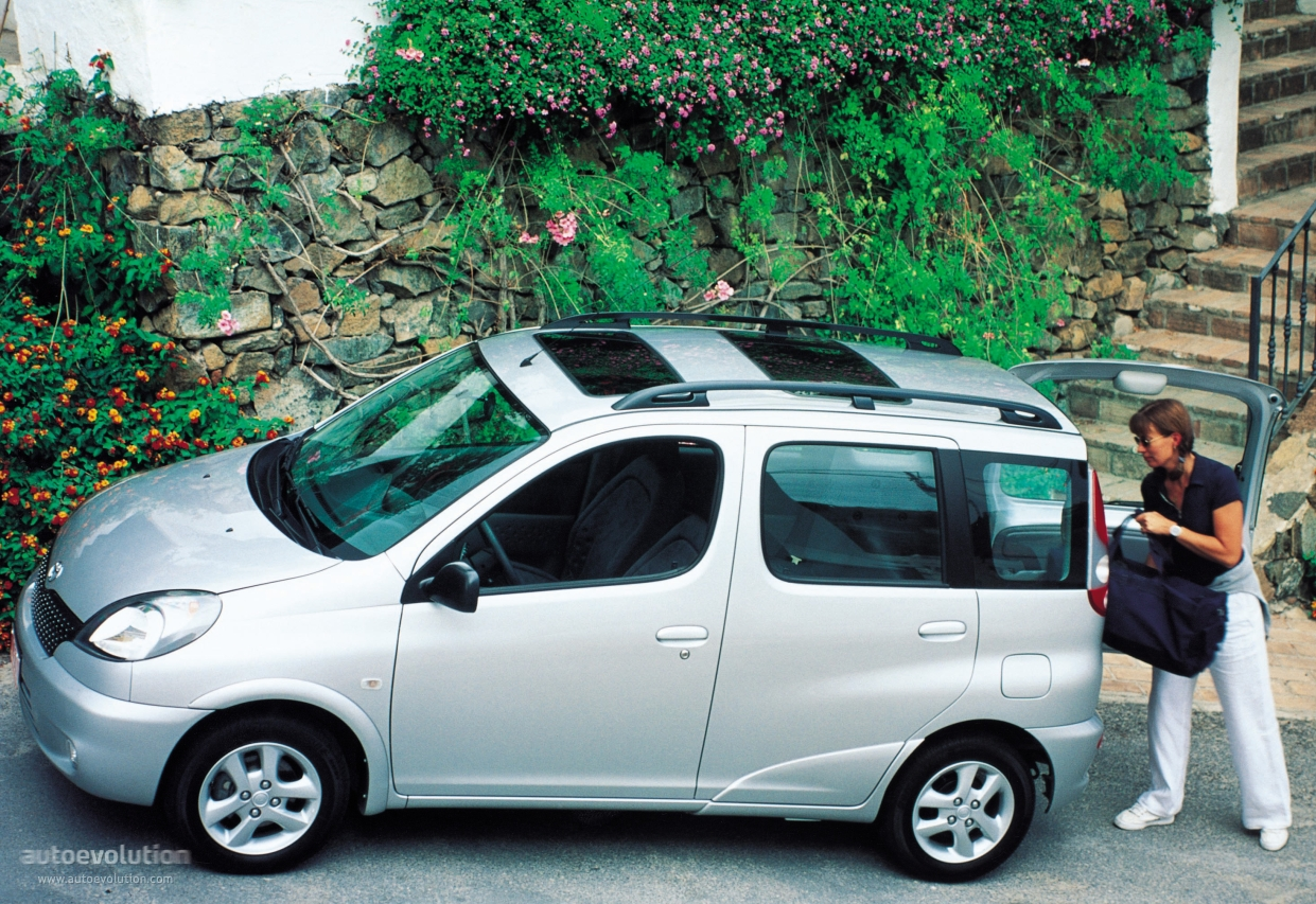 Toyota Yaris Verso 1999 together with Page 33 likewise 5 Great Mom Friendly Car Features together with 837188be41c475c263a3413a0b453051 furthermore . on dodge d series