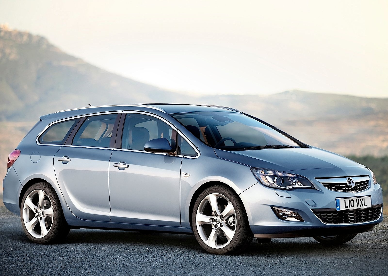 vauxhall astra sports tourer specs photos 2010 2011. Black Bedroom Furniture Sets. Home Design Ideas