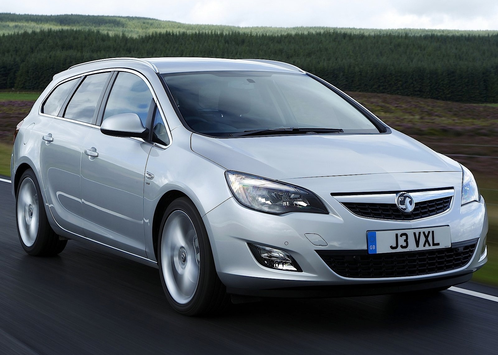 vauxhall astra sports tourer specs 2010 2011 2012 autoevolution. Black Bedroom Furniture Sets. Home Design Ideas
