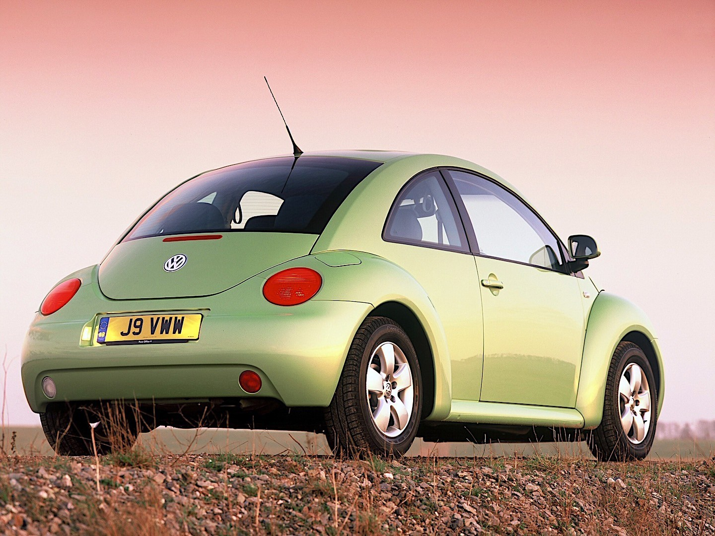 VOLKSWAGEN Beetle specs & photos - 1998, 1999, 2000, 2001 ...