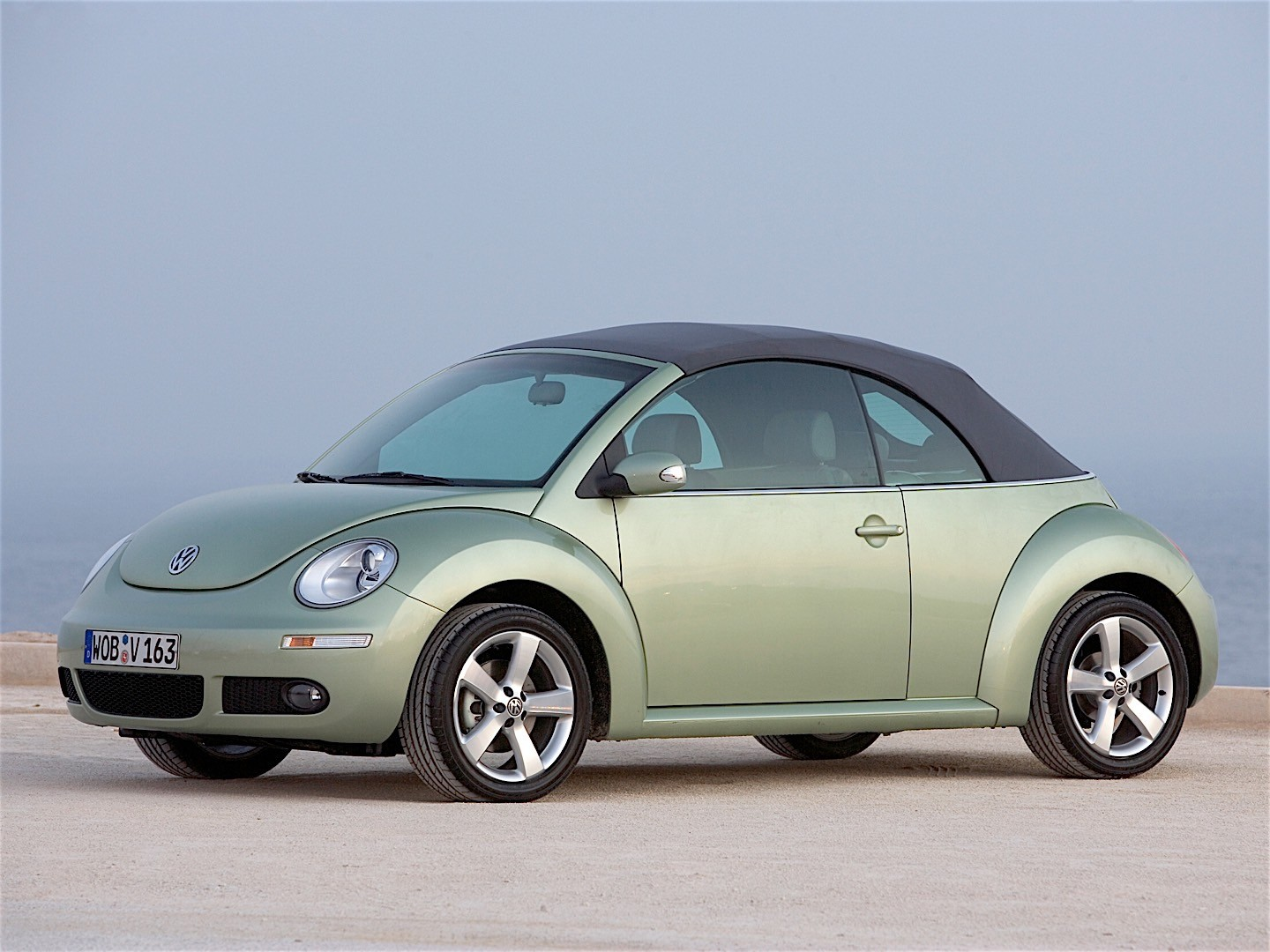 volkswagen beetle cabrio specs 2005 2006 2007 2008 2009 2010 autoevolution. Black Bedroom Furniture Sets. Home Design Ideas
