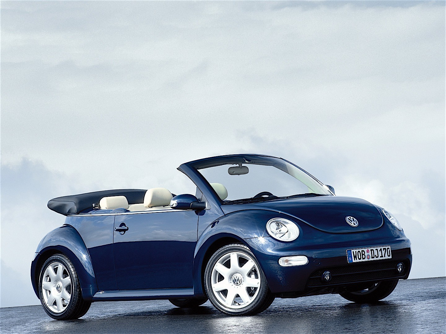 new beetle cabrio vw new beetle cabrio photos 8 on better. Black Bedroom Furniture Sets. Home Design Ideas