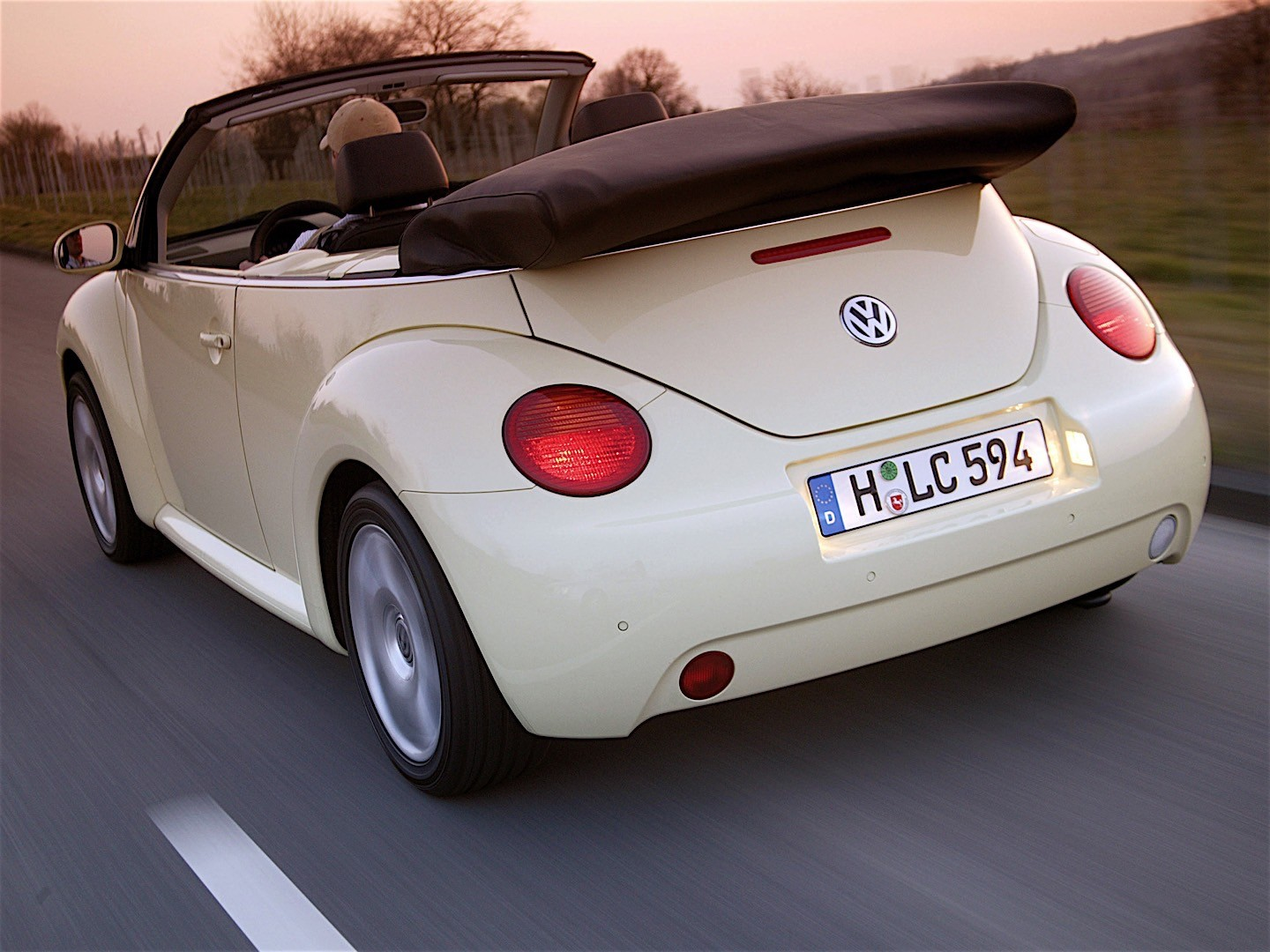 VOLKSWAGEN Beetle Cabrio specs & photos - 2003, 2004, 2005 - autoevolution