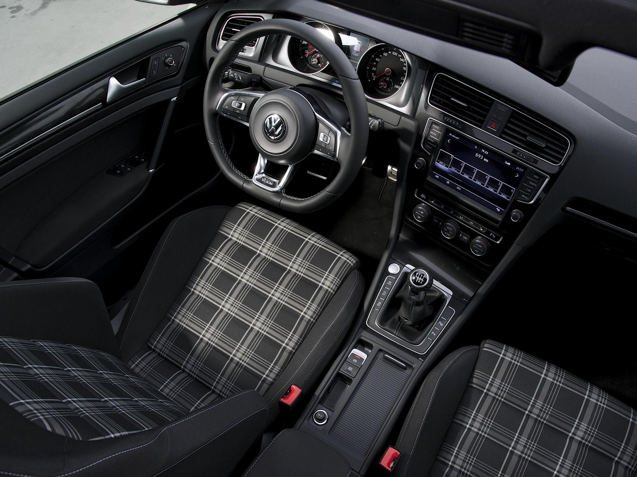 Volkswagen golf gtd 5 doors specs 2013 2014 2015 2016 for Interieur sport golf