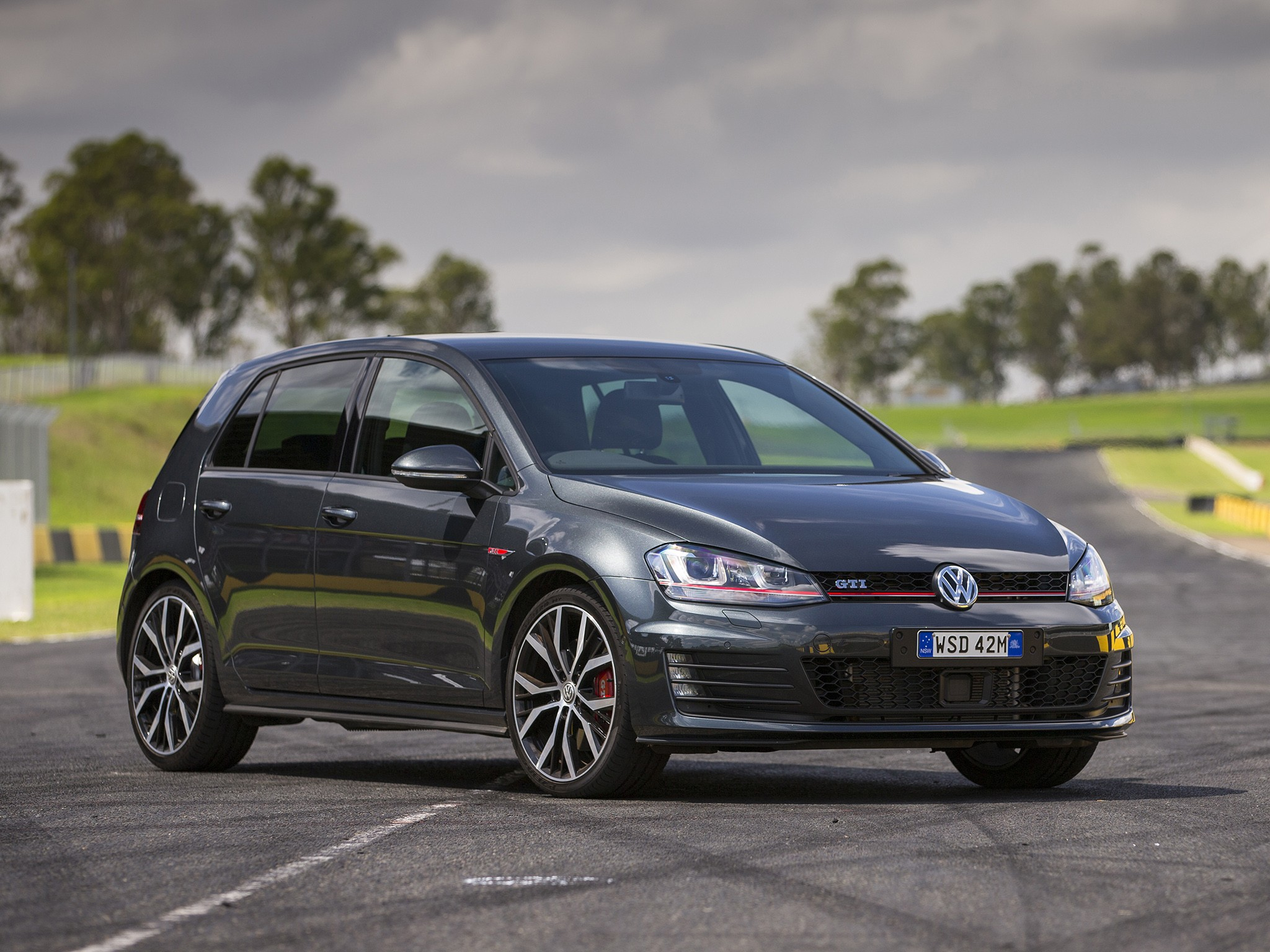 volkswagen golf gti 2013 2014 2015 2016 2017 autoevolution. Black Bedroom Furniture Sets. Home Design Ideas