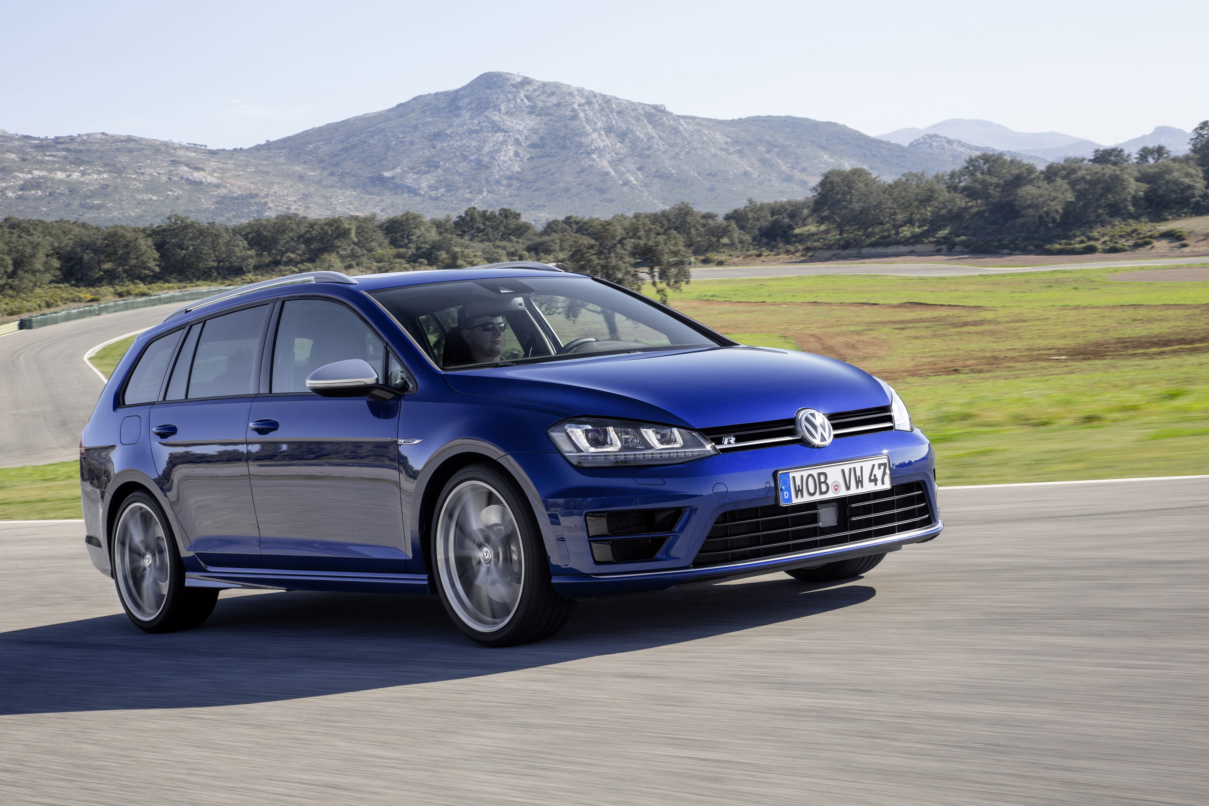 volkswagen golf vii r variant specs photos 2015 2016 2017 autoevolution. Black Bedroom Furniture Sets. Home Design Ideas