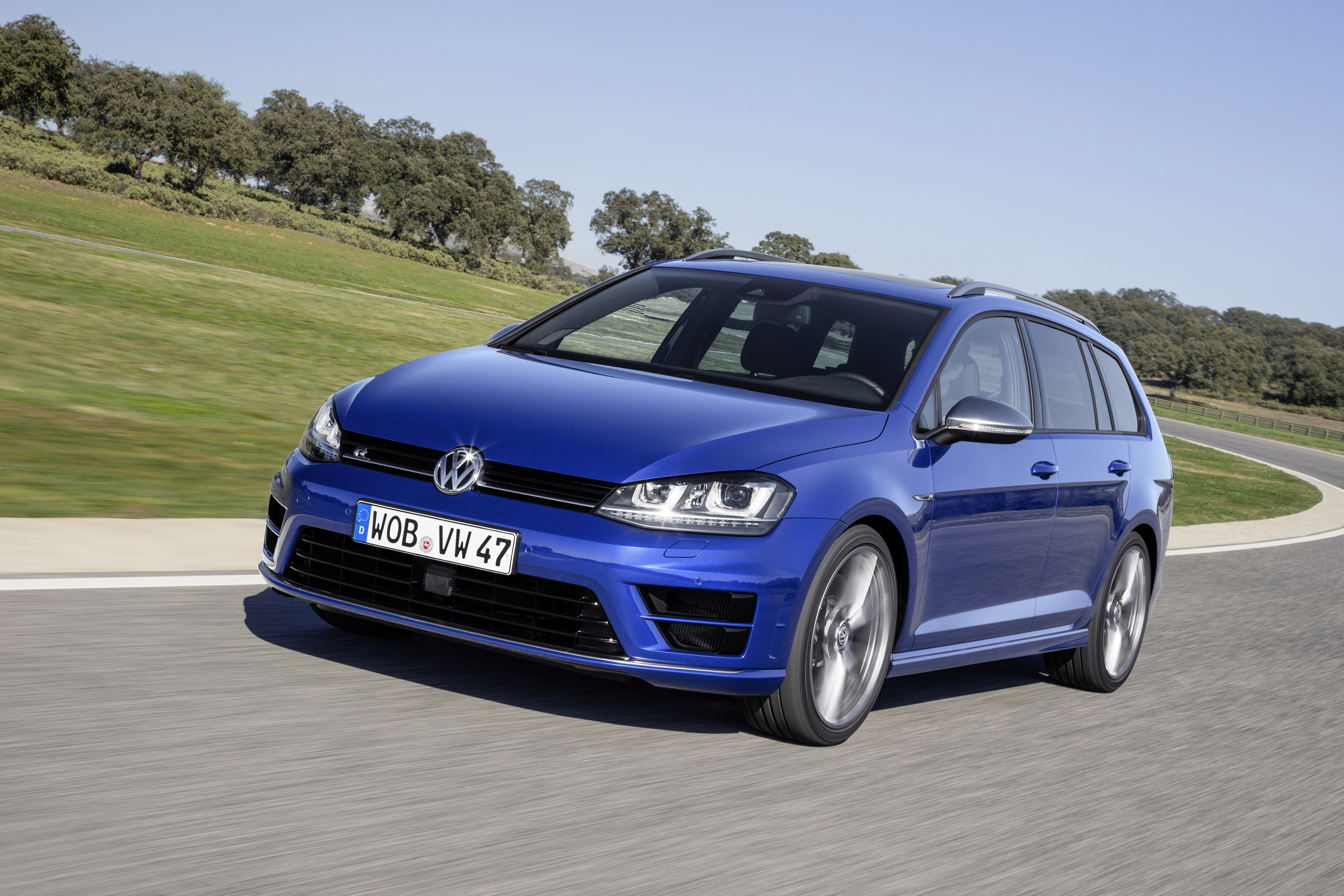 VOLKSWAGEN Golf VII R Variant specs & photos - 2015, 2016, 2017 - autoevolution